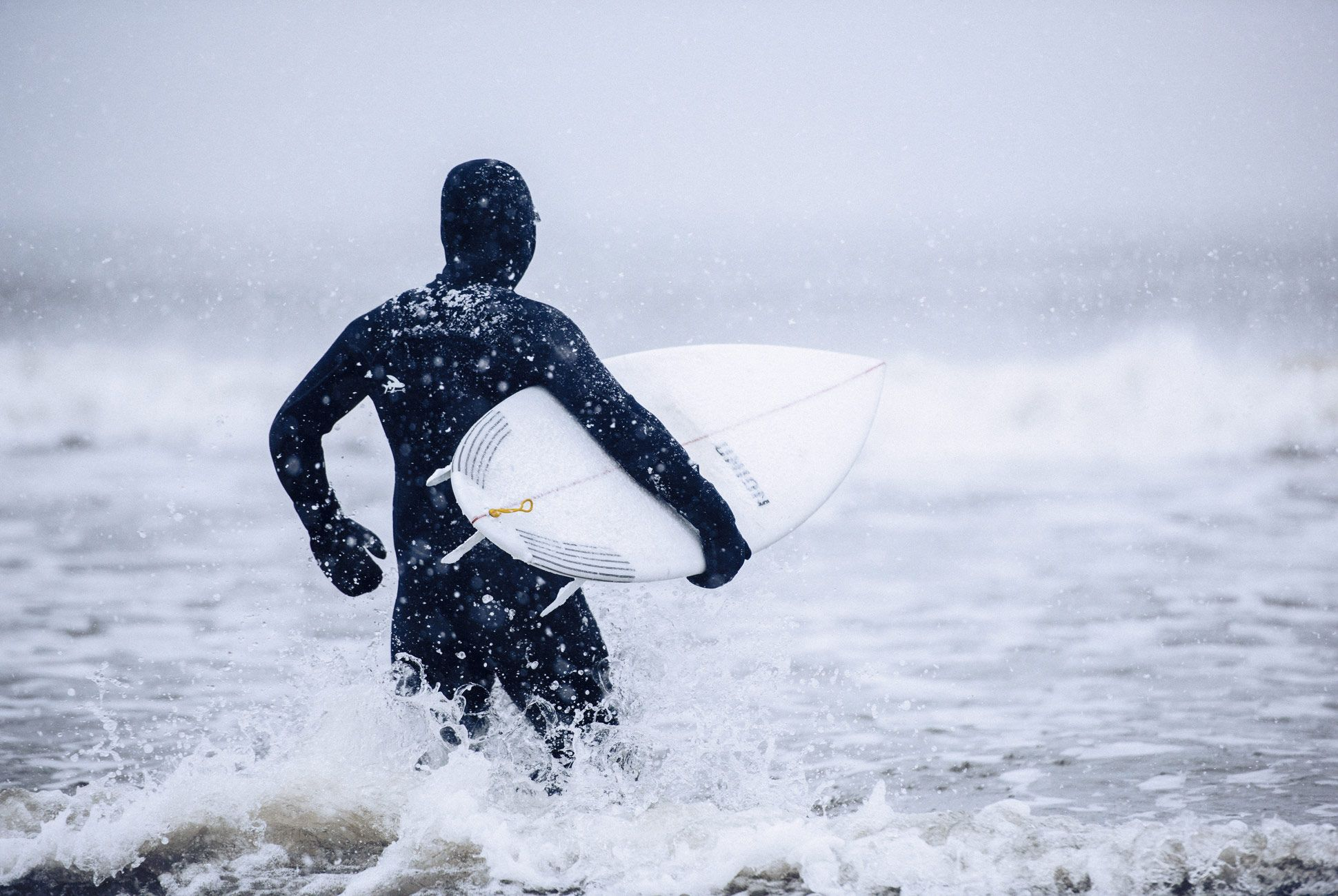 Winter-Surfing-Suit-AJ-Gear-Patrol-Slide-5