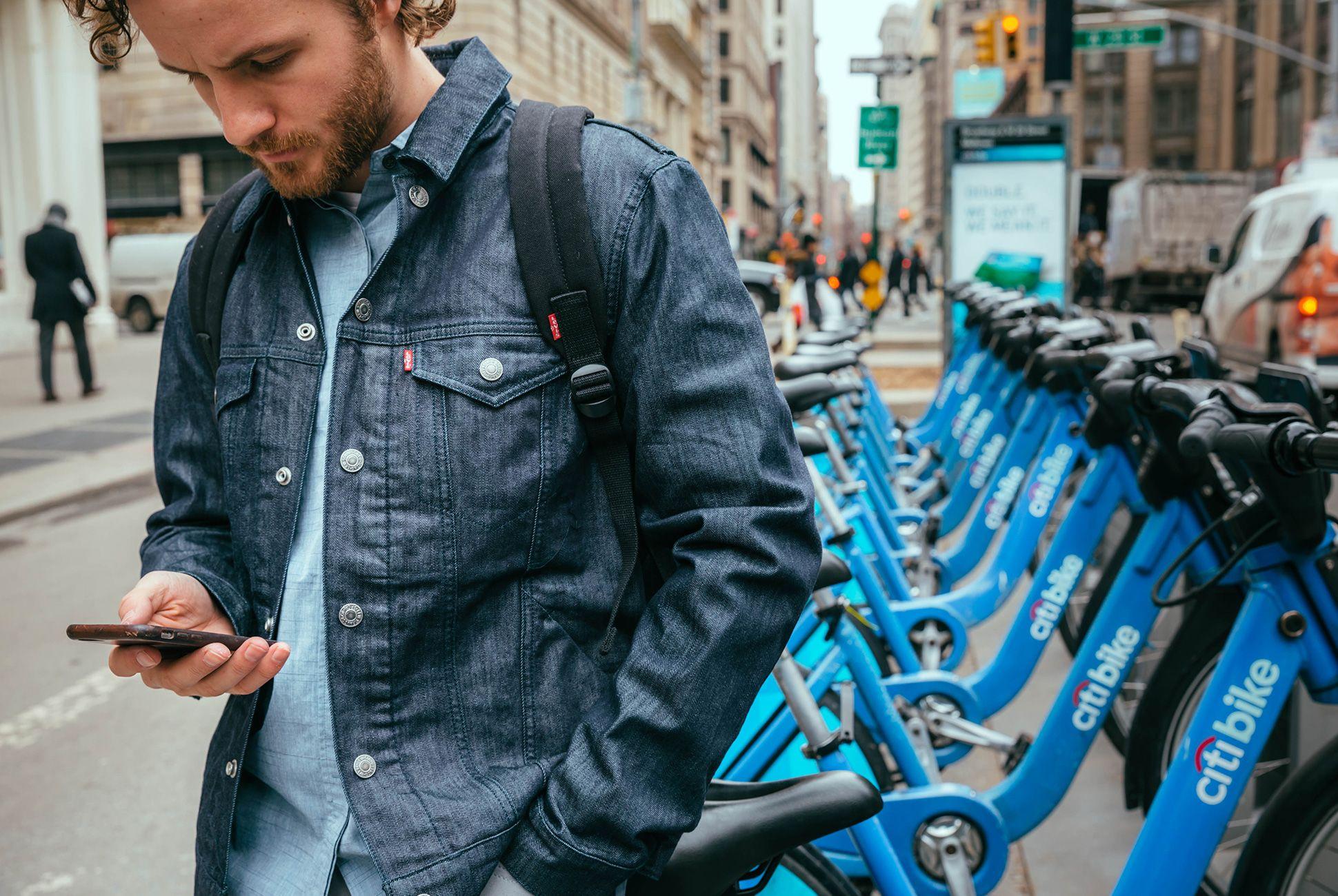 bike-commuter-outfit-gear-patrol-levi-1