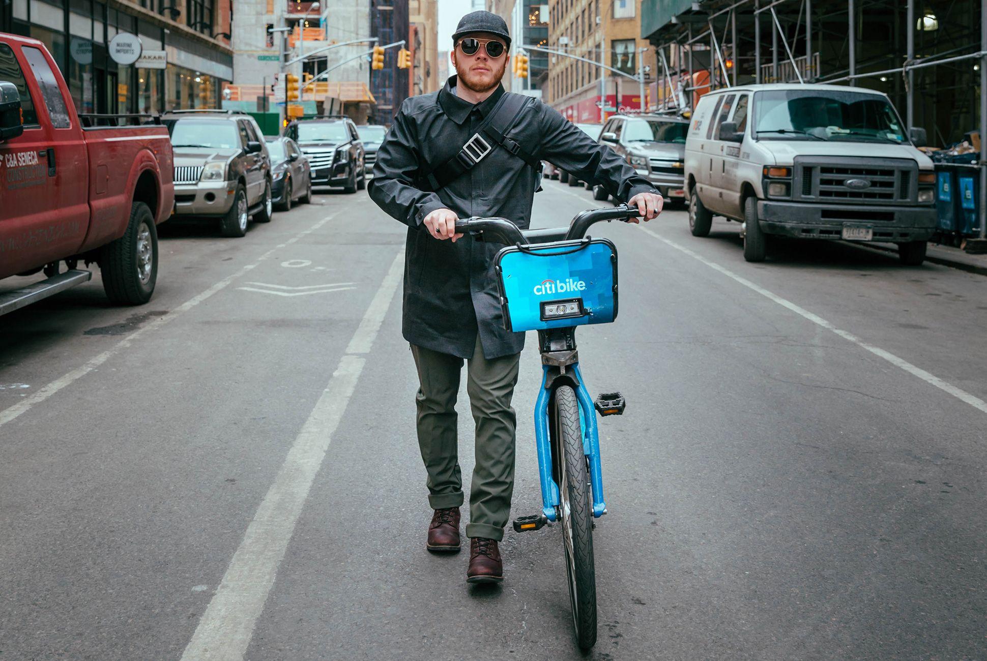 bike-commuter-outfit-gear-patrol-mw-3