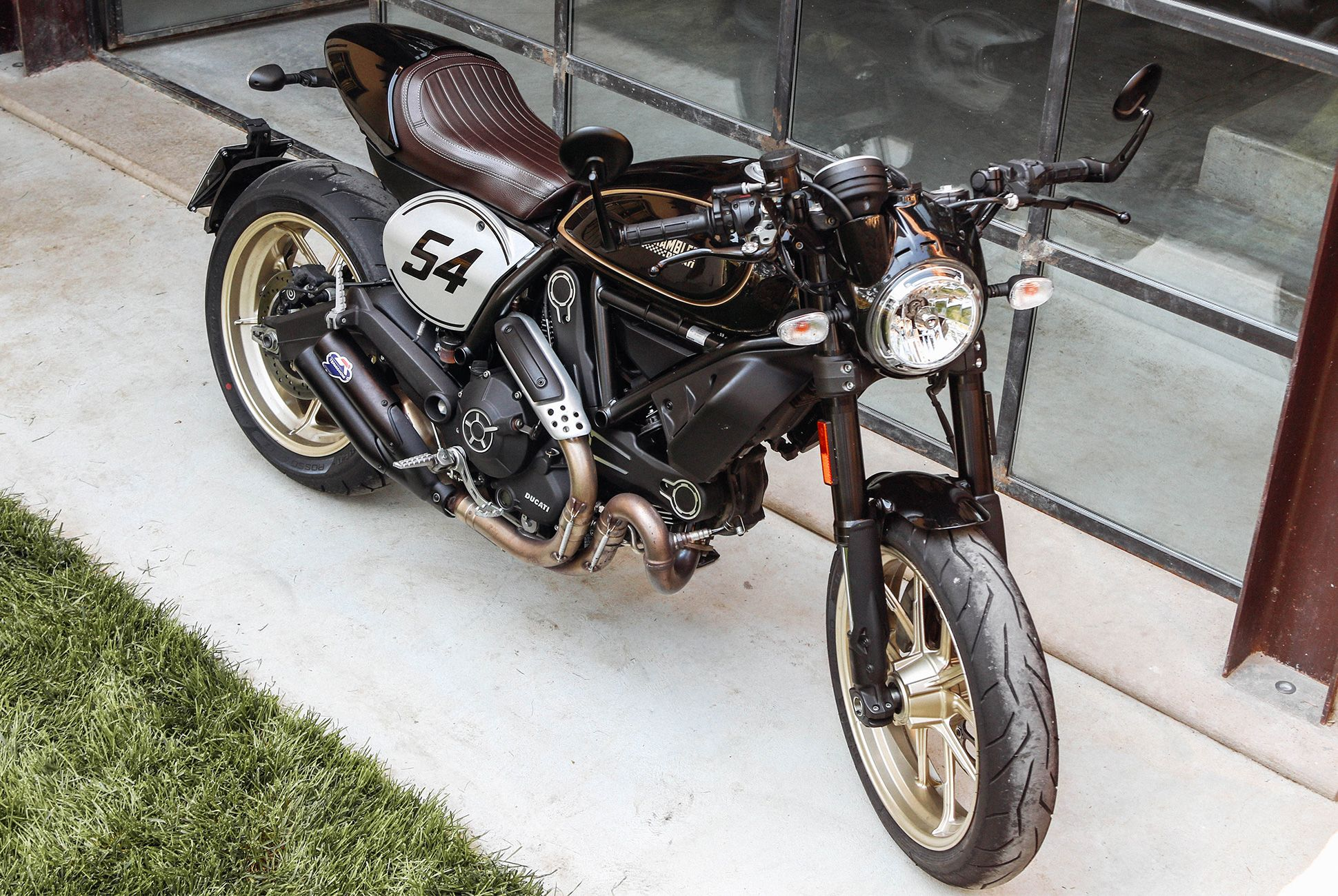 ducati-cafe-racer-gear-patrol-slide-4