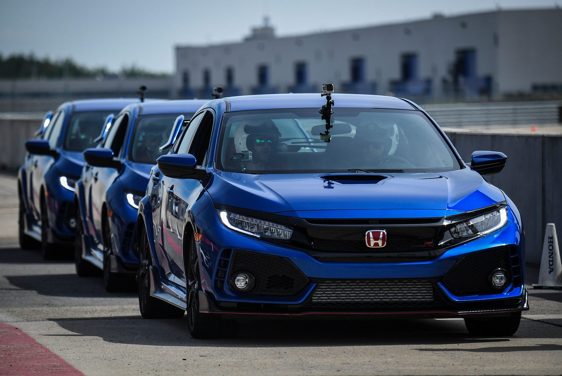 Honda-Civic-Type-R-2017-gear-patrol-8