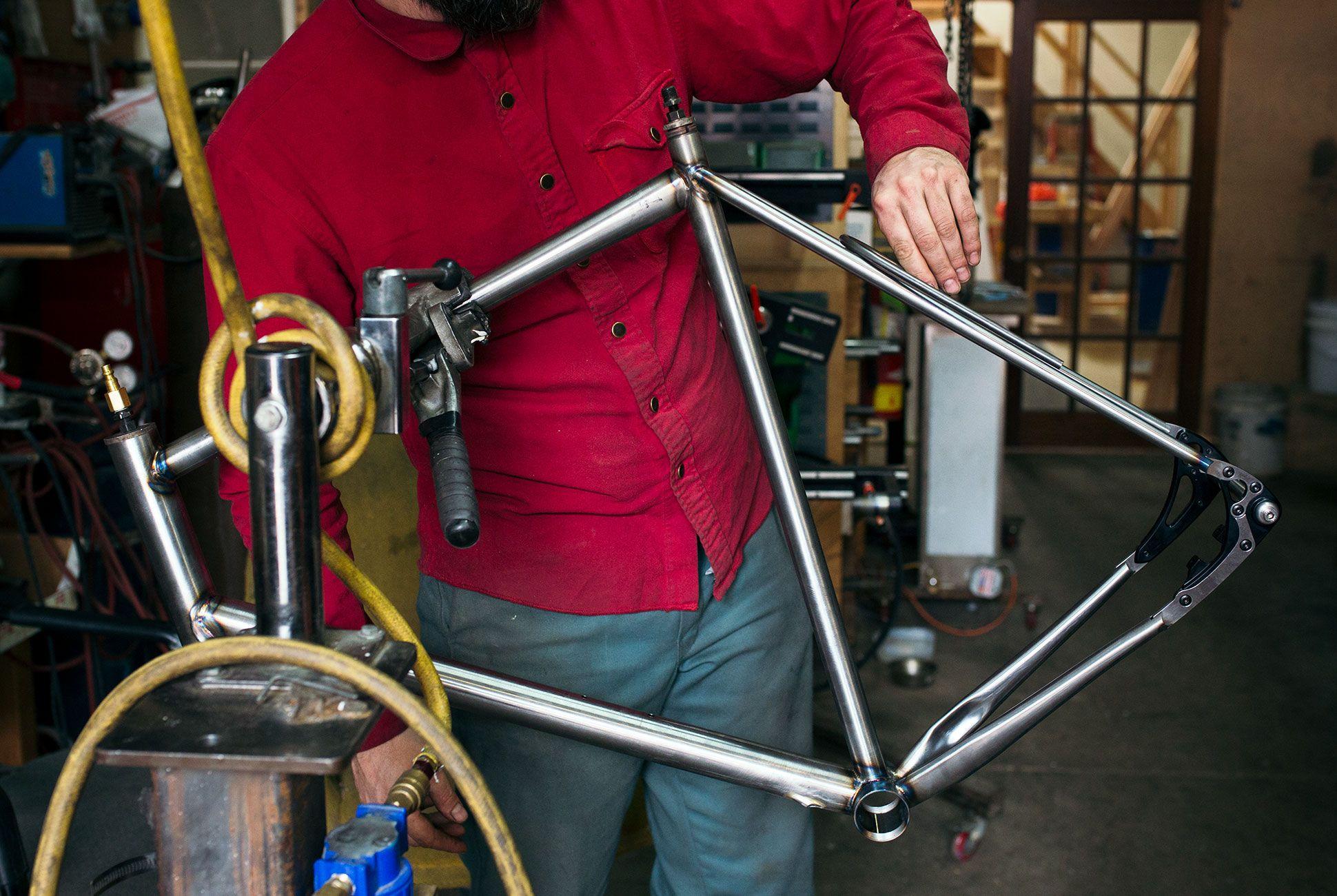 custom-american-bike-gear-patrol-frame-slide-3