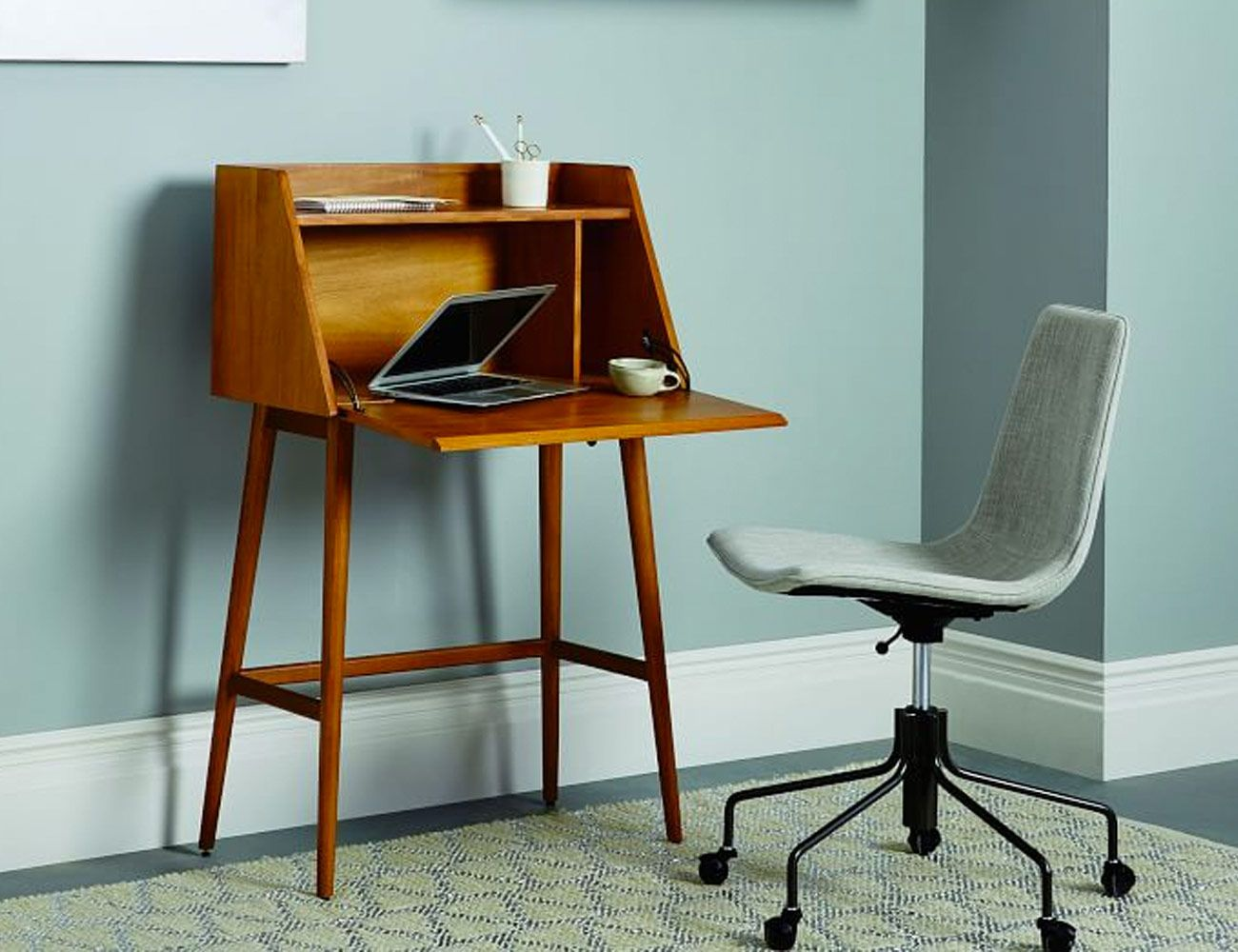 3 Best Desks for Small Rooms and Spaces - Gear Patrol