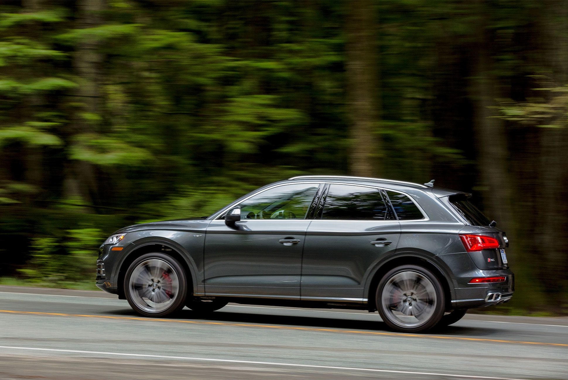 AUDI-SQ5-gear-patrol-slide-3