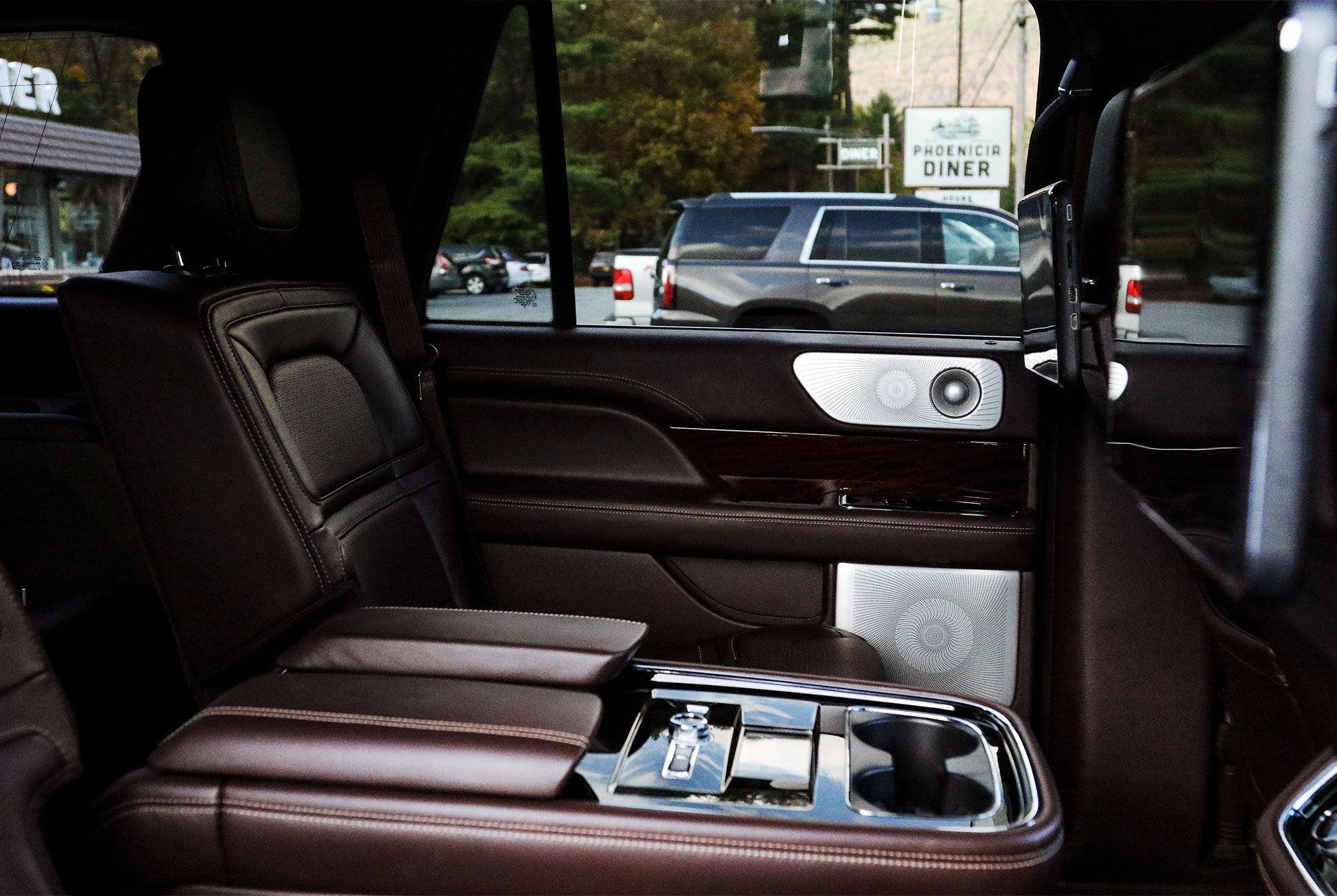 Lincoln-Navigator-gear-patrol-slide-8