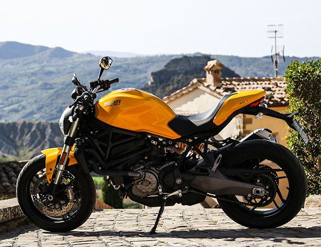 The 2018 Ducati Monster 821 Gets the High-Tech Touches it Deserves