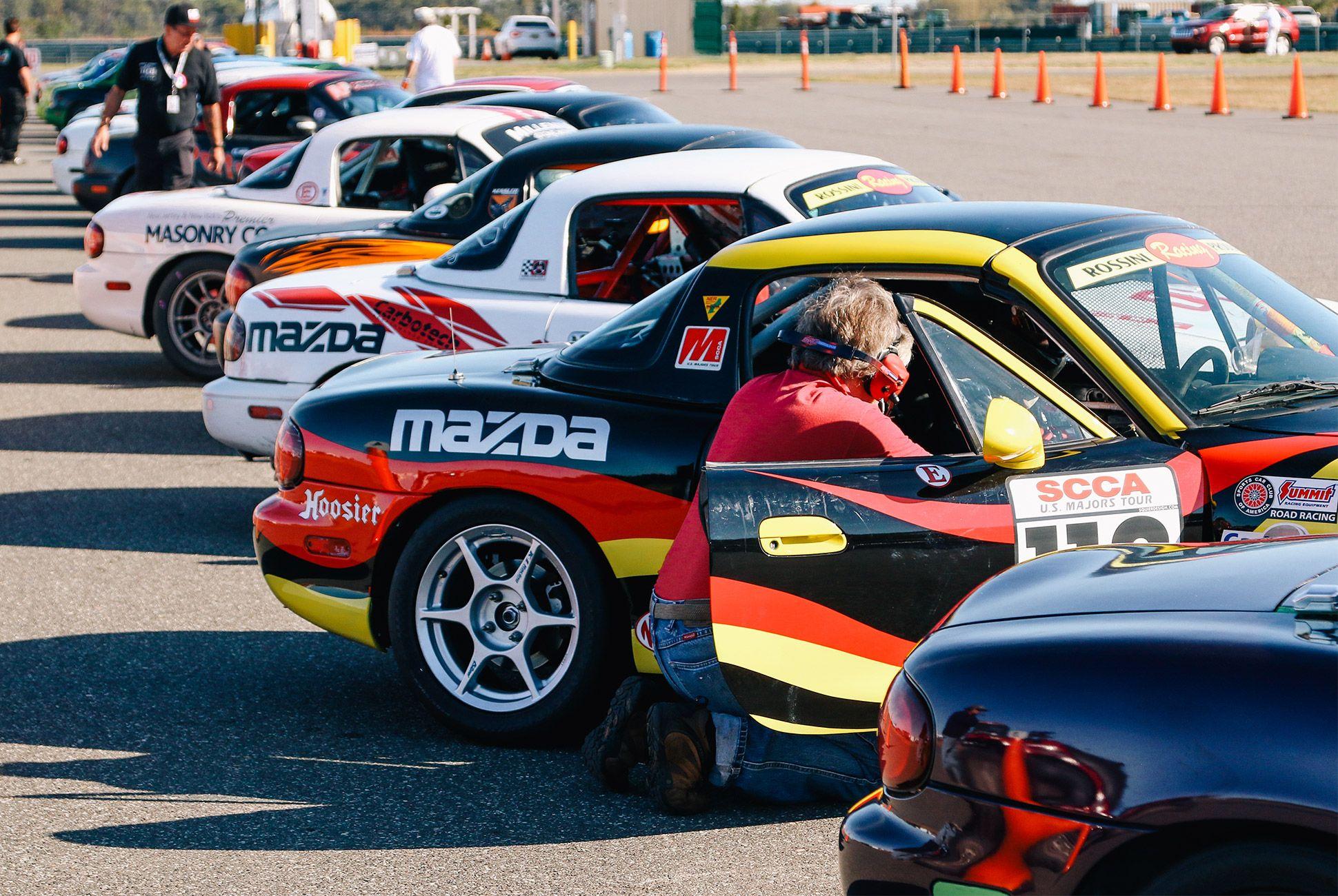 Mazda-Miata-The-Best-Vintage-Sportscar-gear-patrol-1
