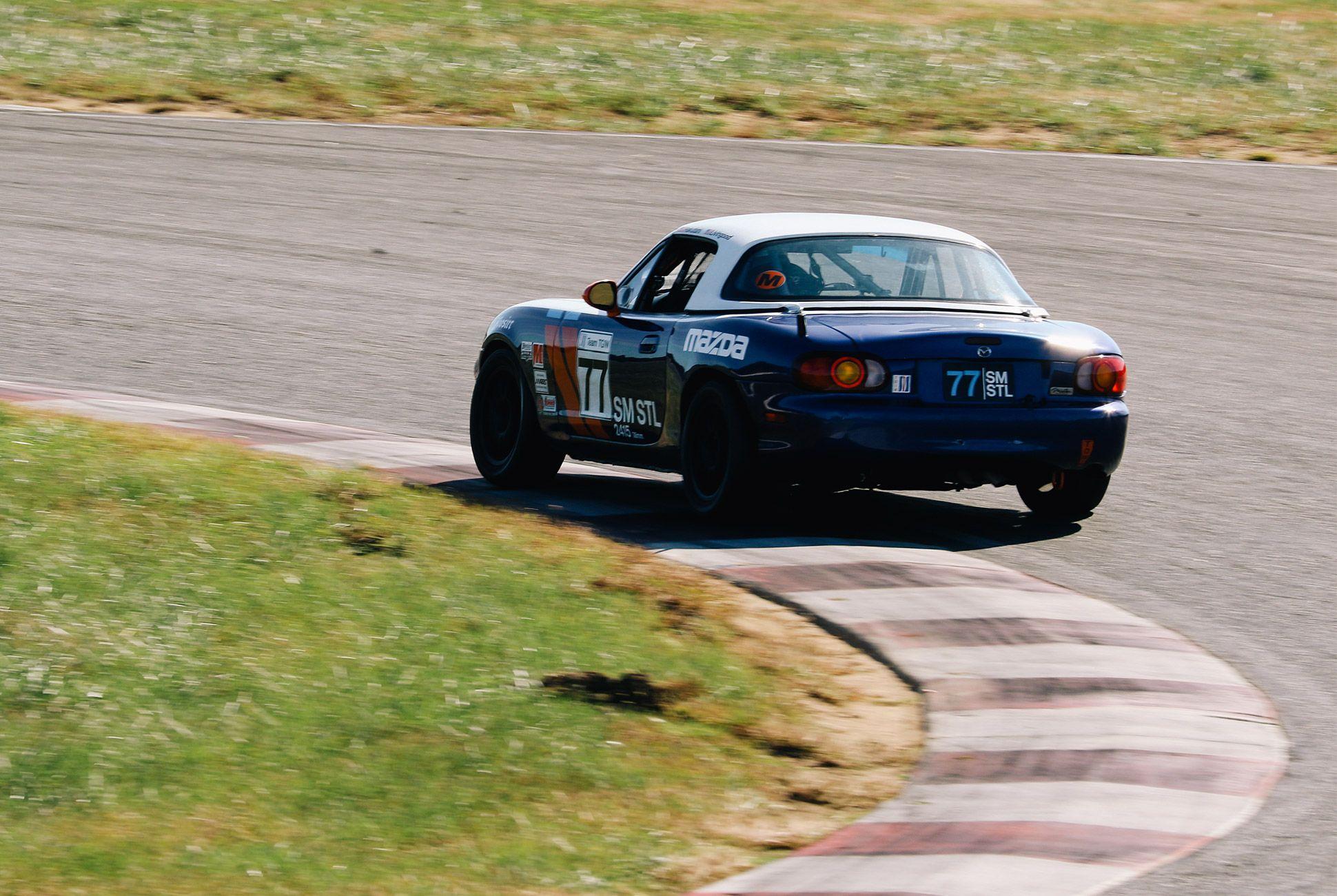 Mazda-Miata-The-Best-Vintage-Sportscar-gear-patrol-10