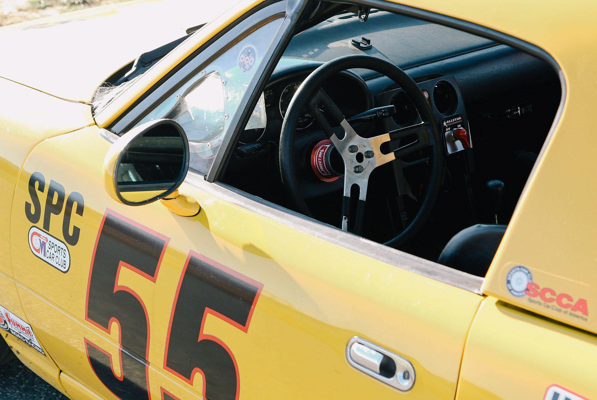Mazda-Miata-The-Best-Vintage-Sportscar-gear-patrol-3