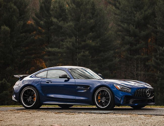 2017 Mercedes-AMG GT R: Striking the Perfect Balance Between Race and Relaxation