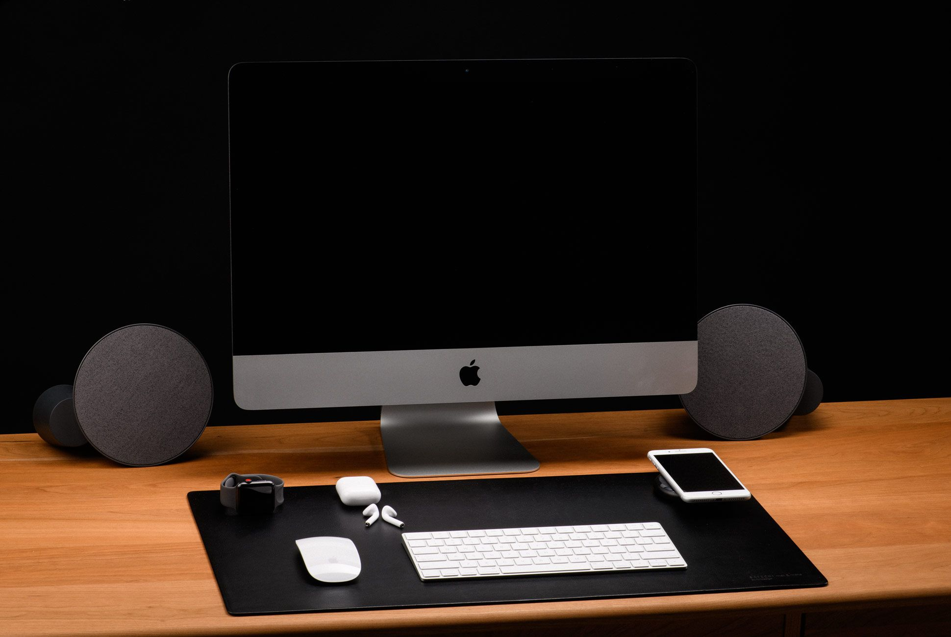 Ultimate-Desk-Setups-Gear-Patrol-Desktop-1