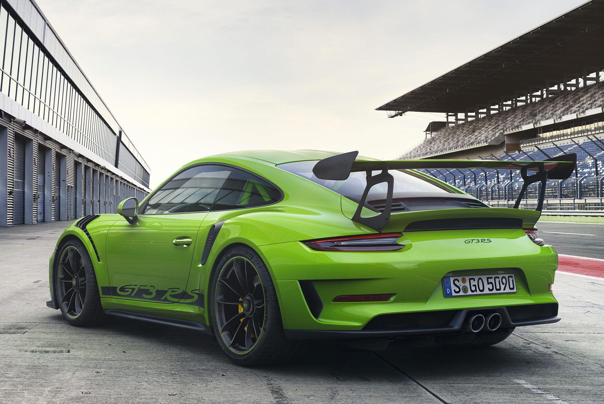 Porsche-911-GT3-RS-991-gear-patrol-slide-2
