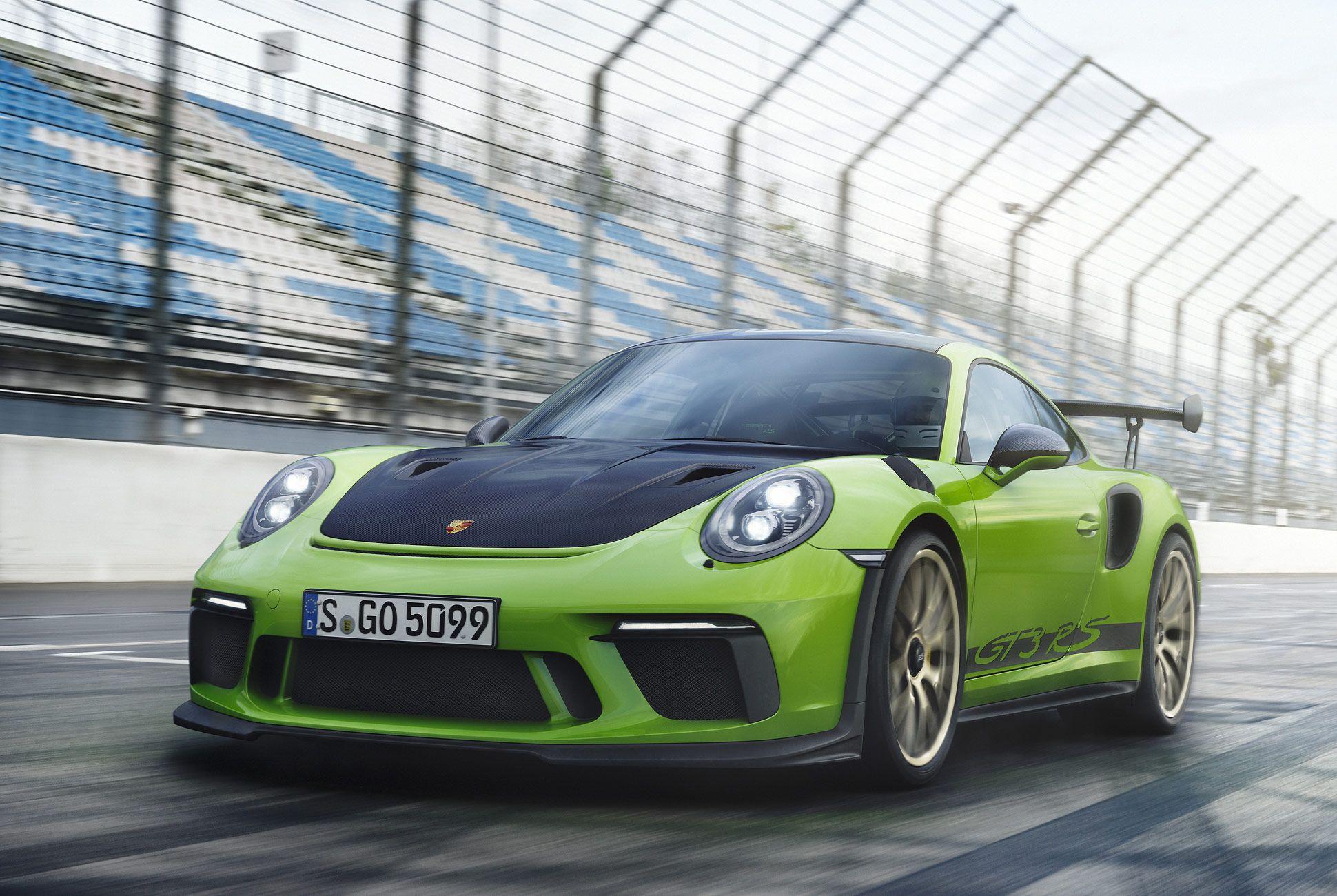 Porsche-911-GT3-RS-991-gear-patrol-slide-3