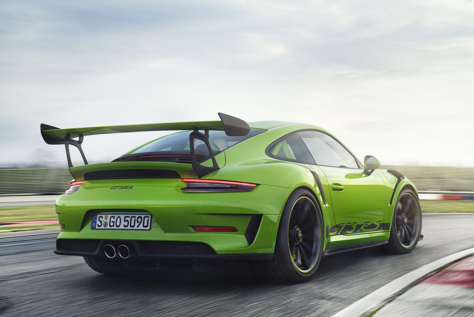 Porsche-911-GT3-RS-991-gear-patrol-slide-4