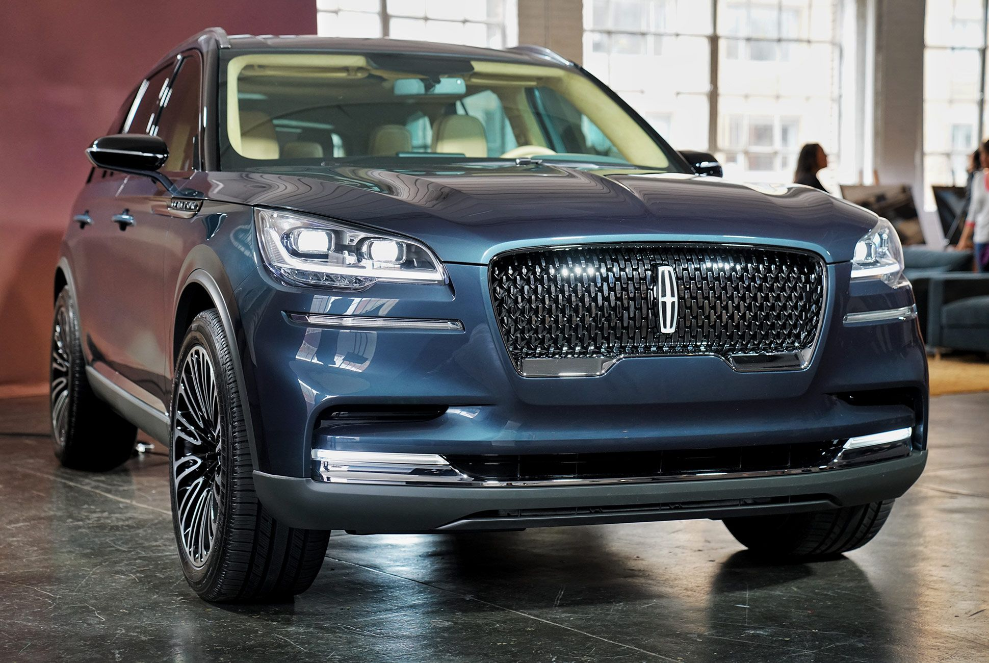 2019-Lincoln-Aviator-Preview-gear-patrol-slide-1