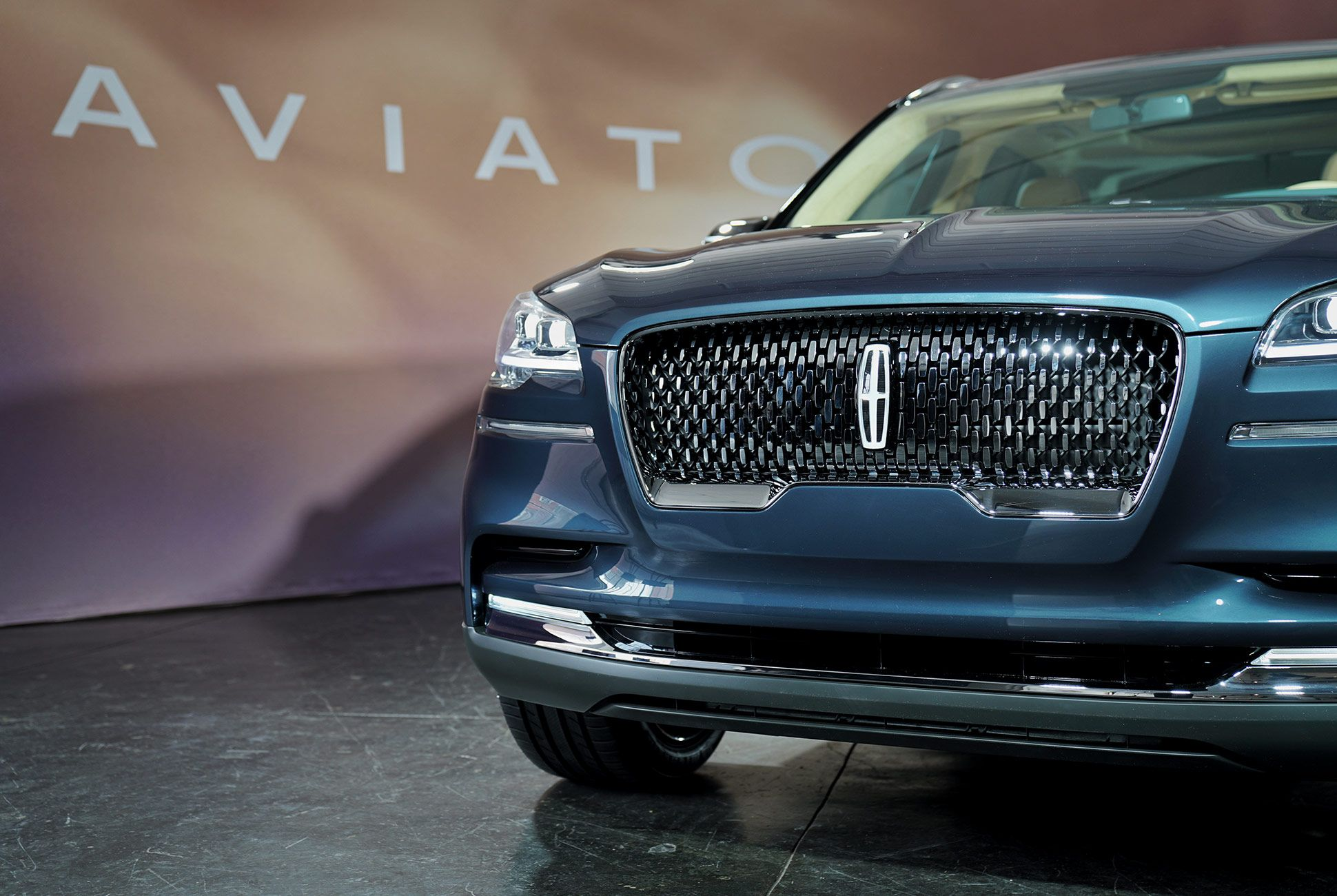 2019-Lincoln-Aviator-Preview-gear-patrol-slide-2