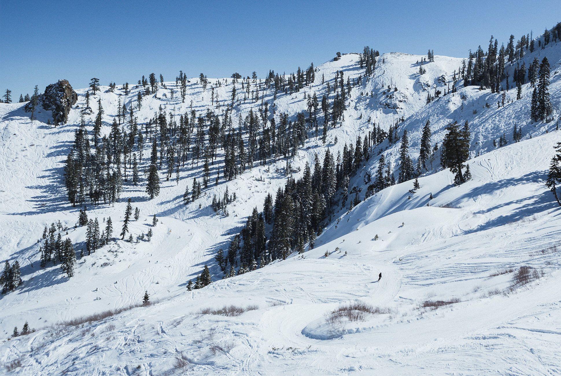 apple-watch-ski-track-gear-patrol-slide-3