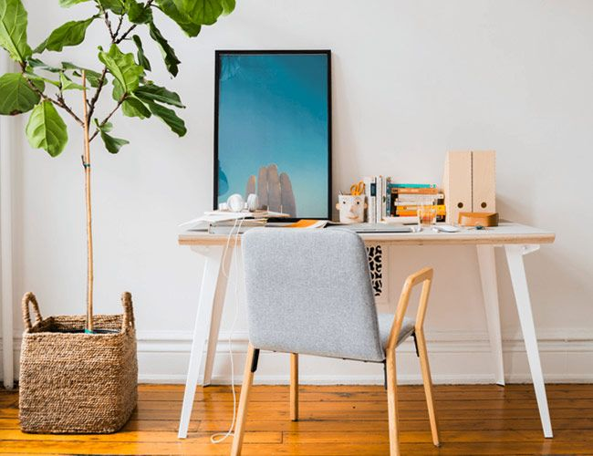This Huge Desk Is $100 Off and Takes Two Minutes to Assemble