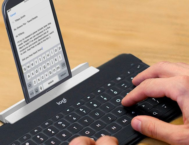 These Wireless Keyboards Make Your iPhone Feel More Like a Mac