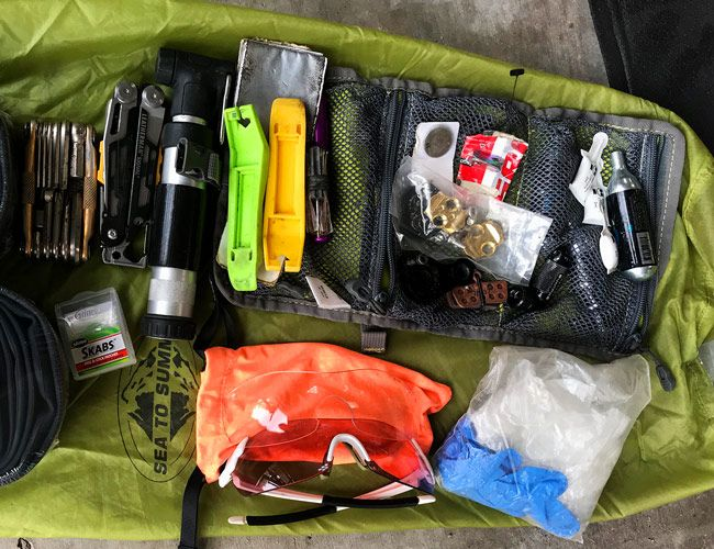This Is What You Need in Your Mountain Bike Repair Kit