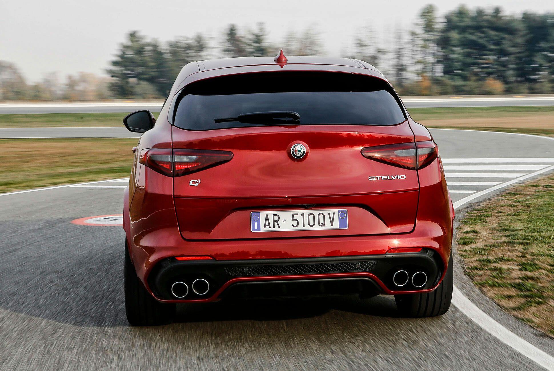 Alfa-Romeo-Quadrifoglio-Stelvia-and-Giulia-gear-patrol-slide-9