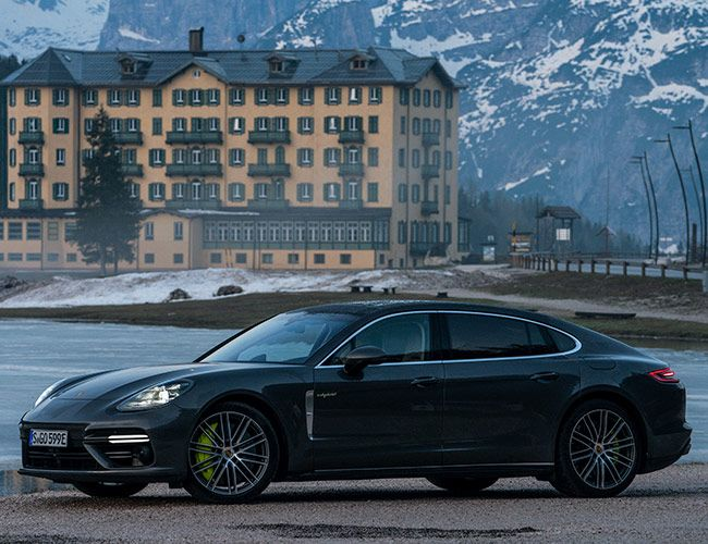 The Porsche Panamera Executive Successfully Competes With the Big Boys