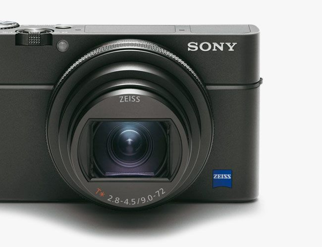 The Sony RX100 VI Is a Super Fast Compact Camera with Super Zoom