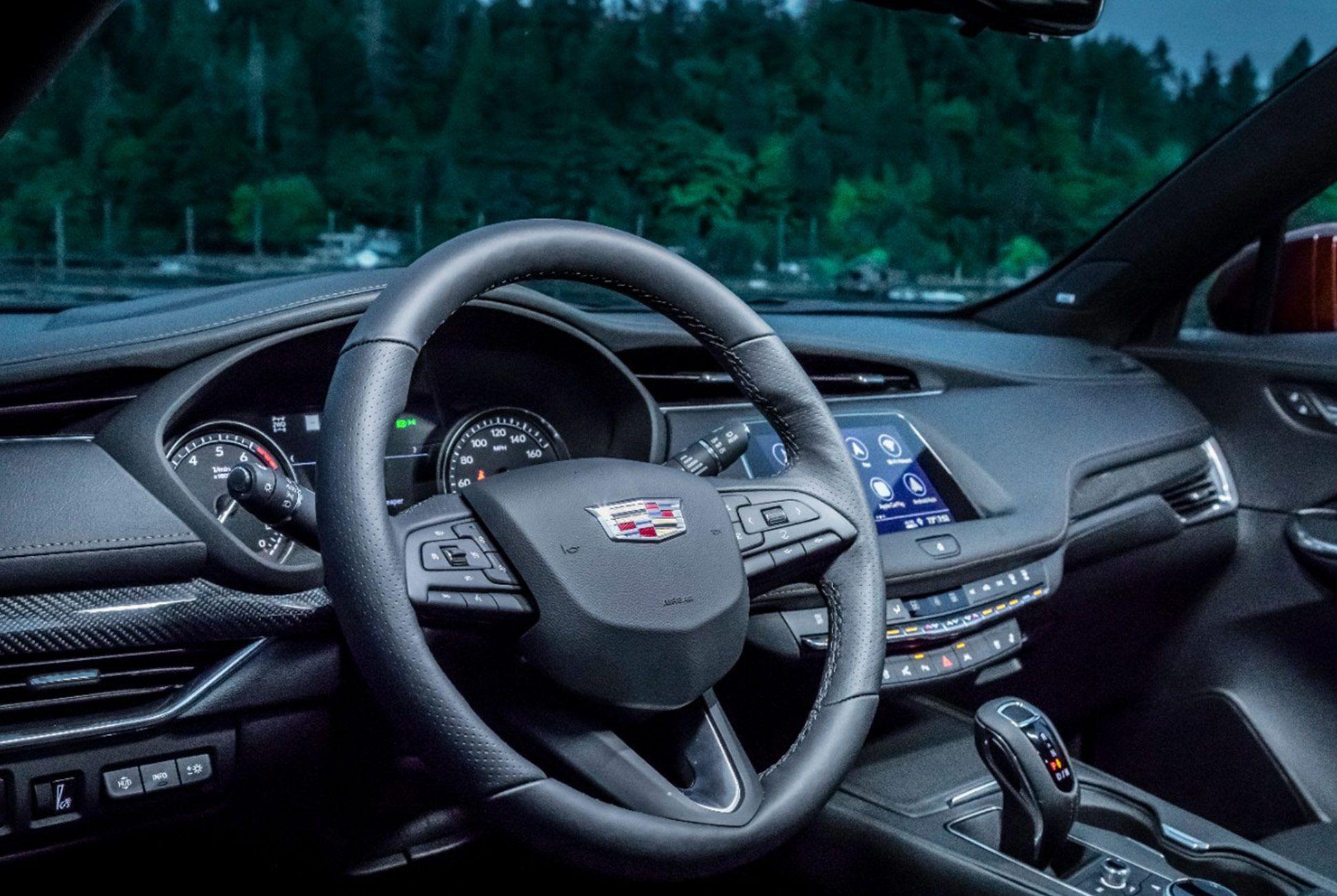 2019-Cadillac-XT4-Gear-Patrol-slide-8