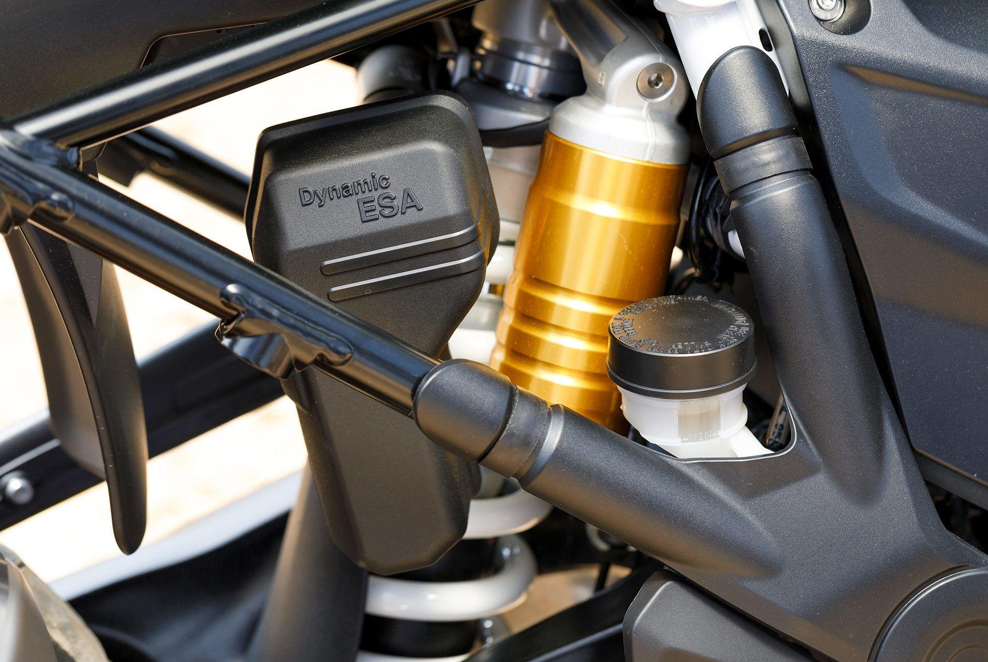 BMW-R-1250-GS-gear-patrol-slide-6
