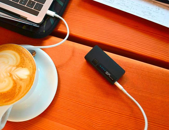 This Tiny Battery Will Power Your MacBook Pro for an Extra 50 Minutes