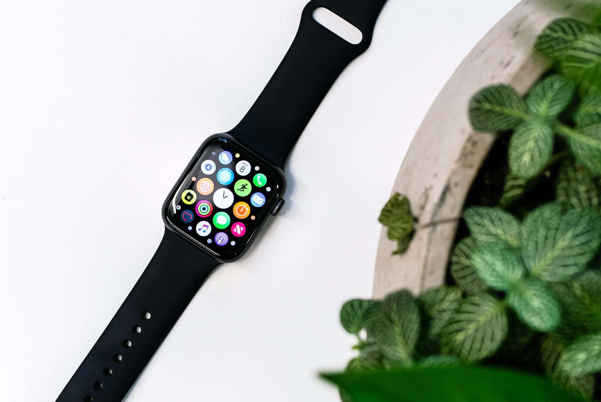 Apple-Watch-Series-4-Review-gear-patrol-slide-1