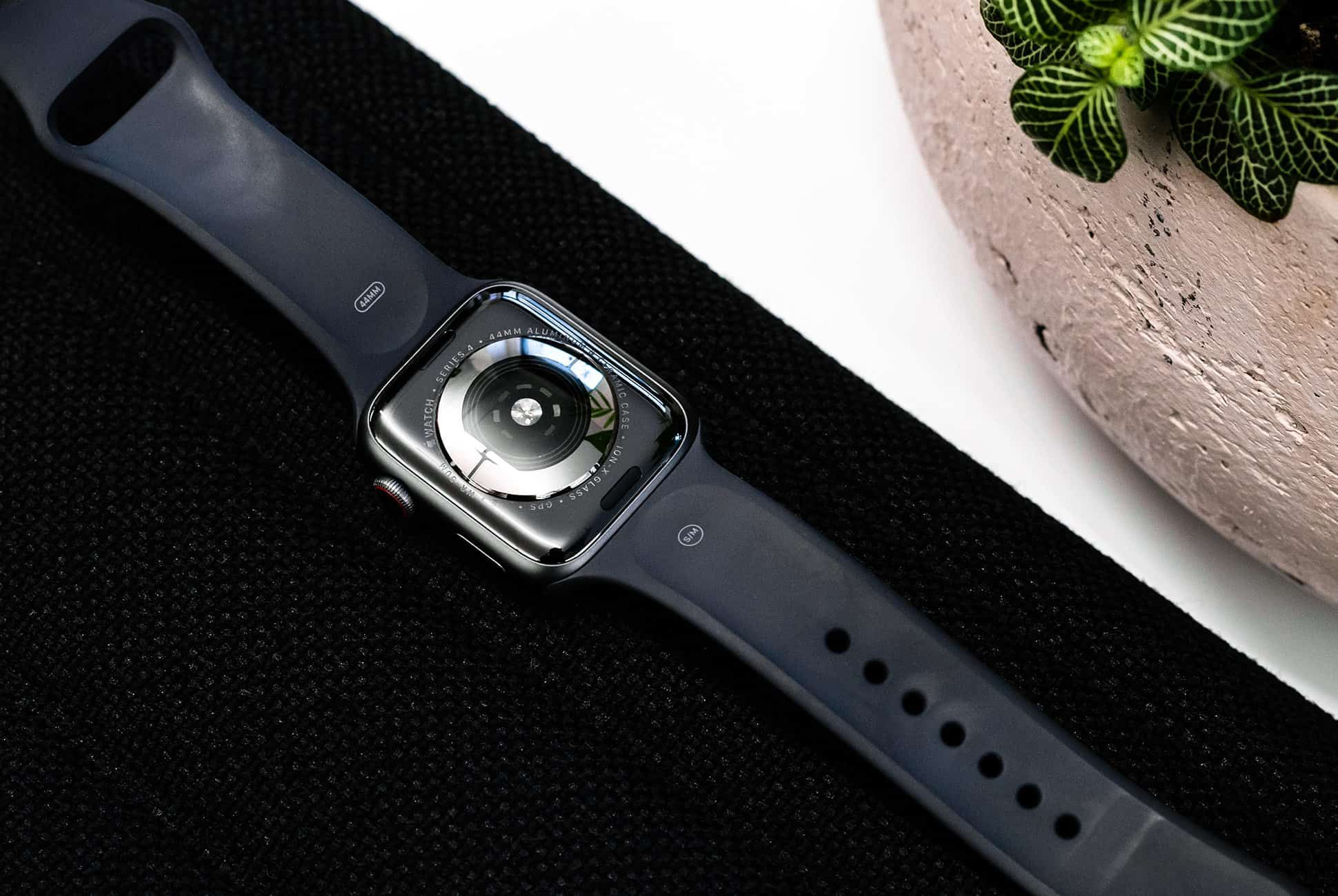 Apple-Watch-Series-4-Review-gear-patrol-slide-2