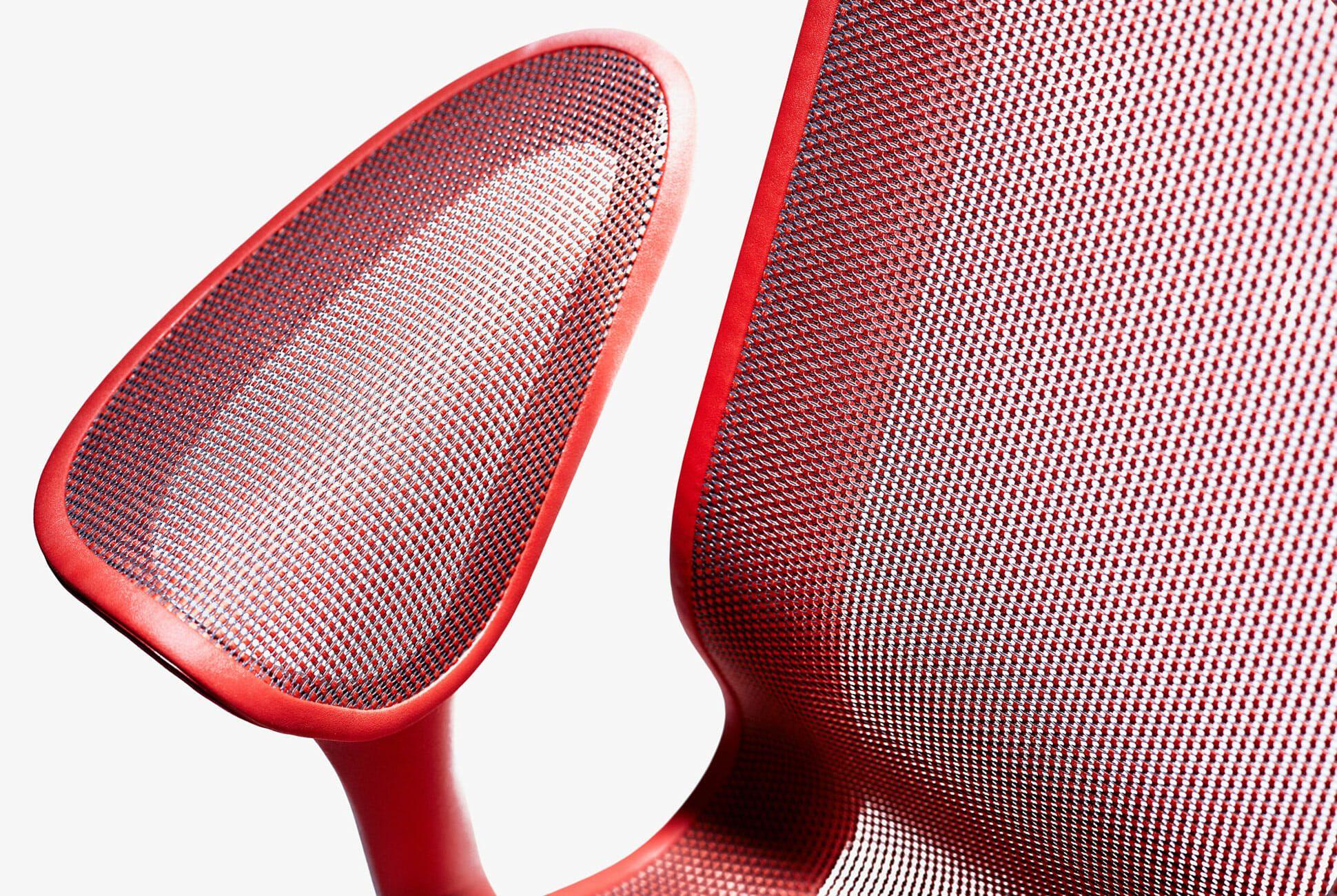 M2W-Cosm-Chair-Gear-Patrol-Slide-3