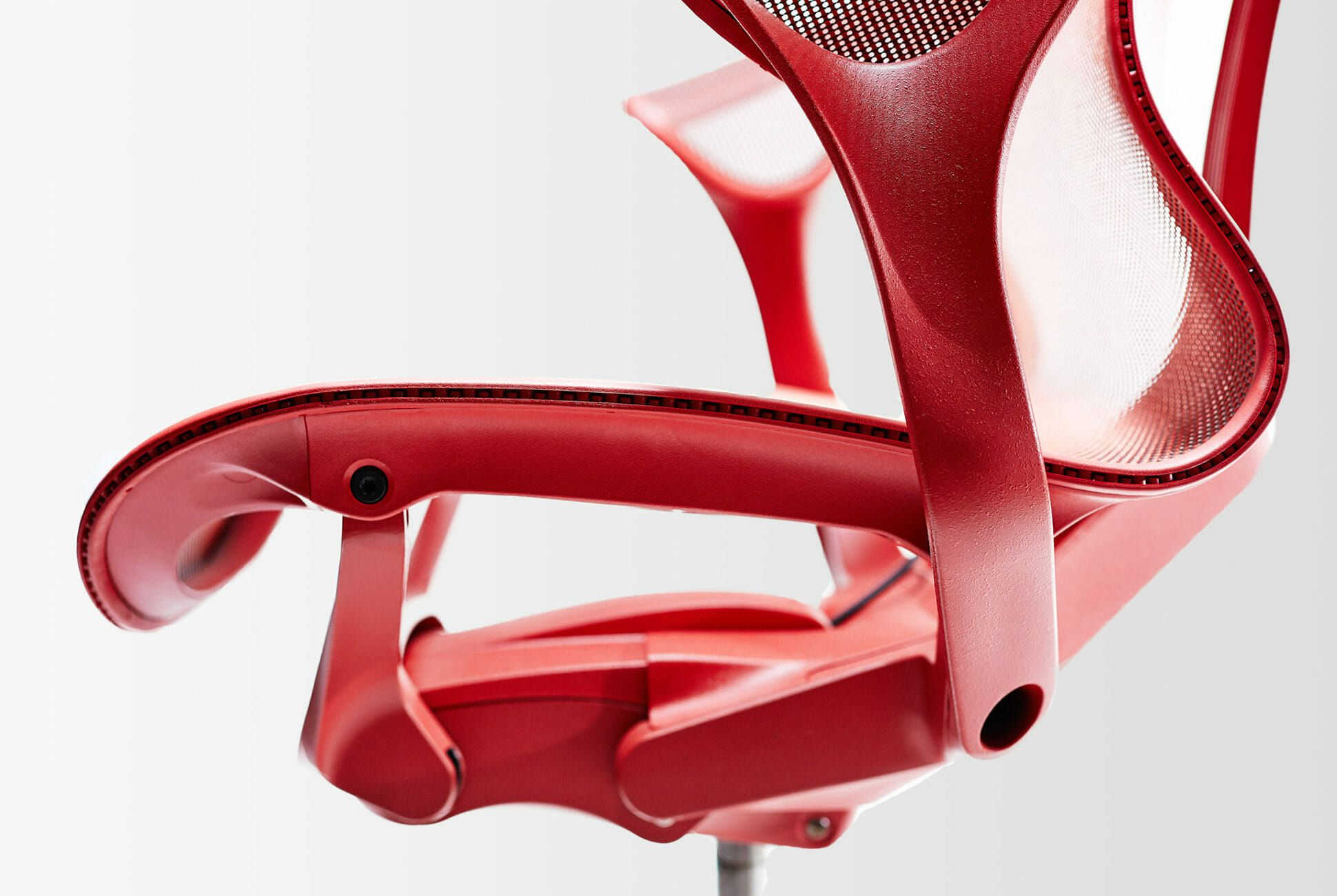 M2W-Cosm-Chair-Gear-Patrol-Slide-4