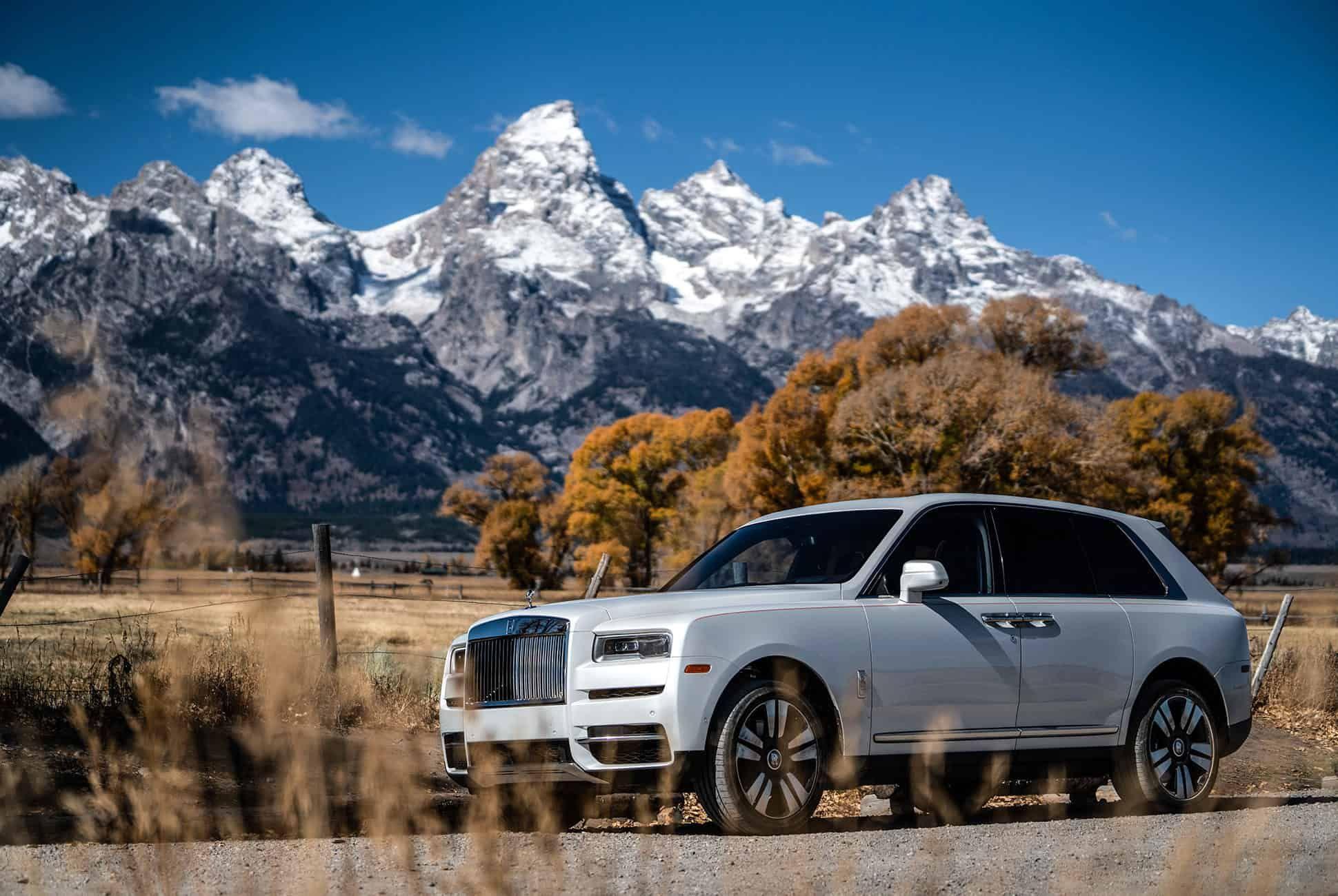 Rolls-Royce-Cullinan-Review-gear-patrol-slide-1