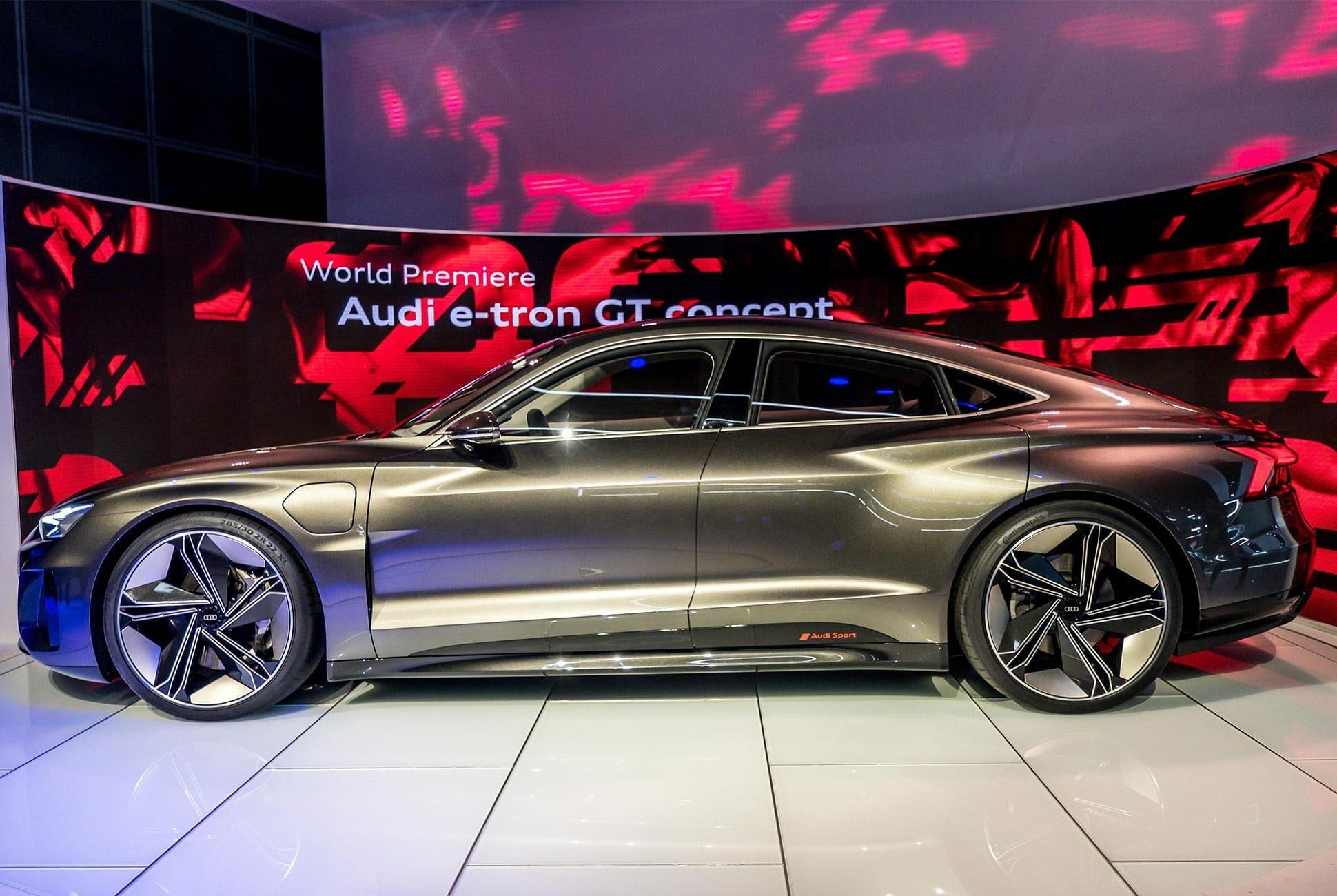 Top-10-LA-Auto-Show-Cars-gear-patrol-Audi-E-Tron-GT-slide-2
