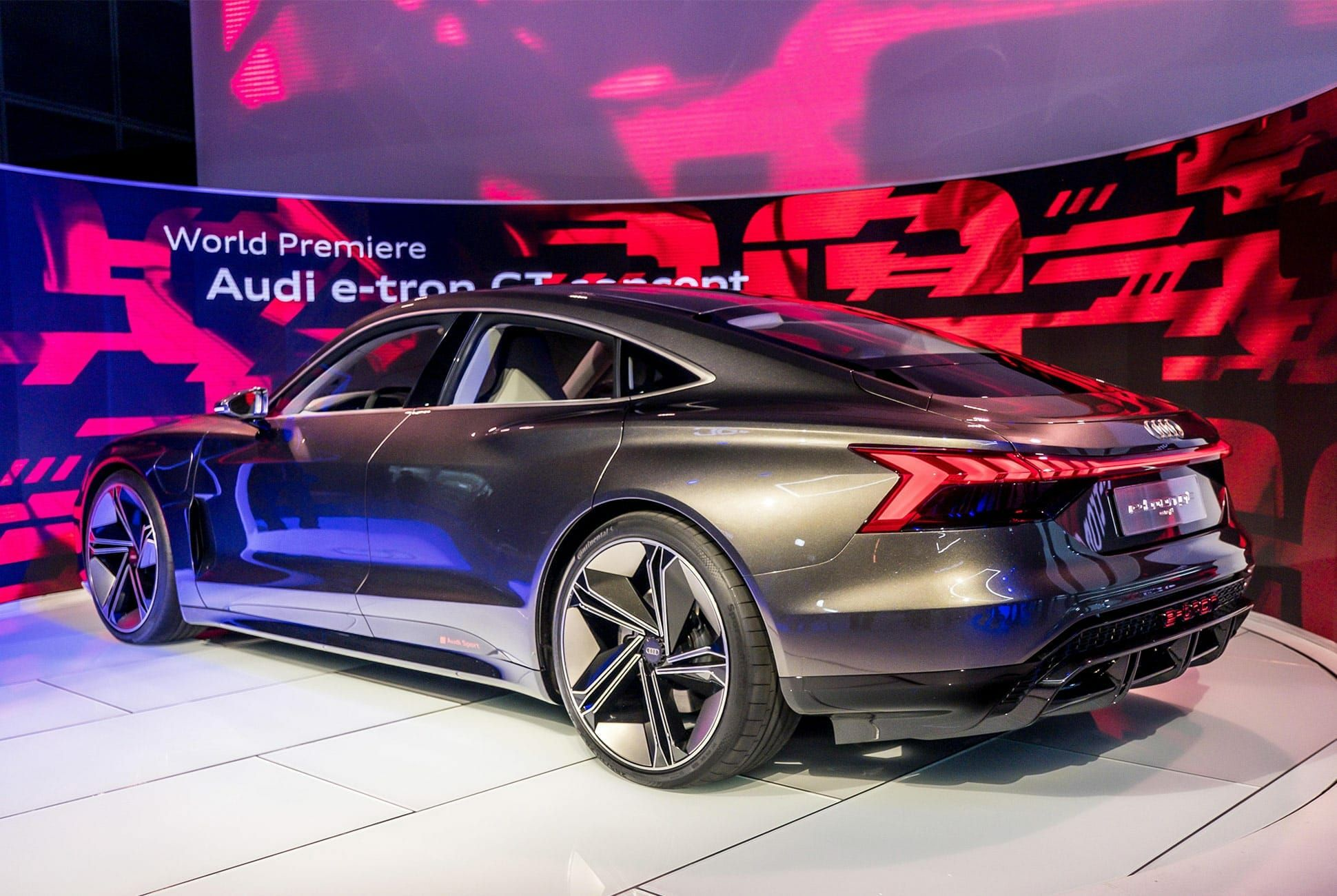 Top-10-LA-Auto-Show-Cars-gear-patrol-Audi-E-Tron-GT-slide-3