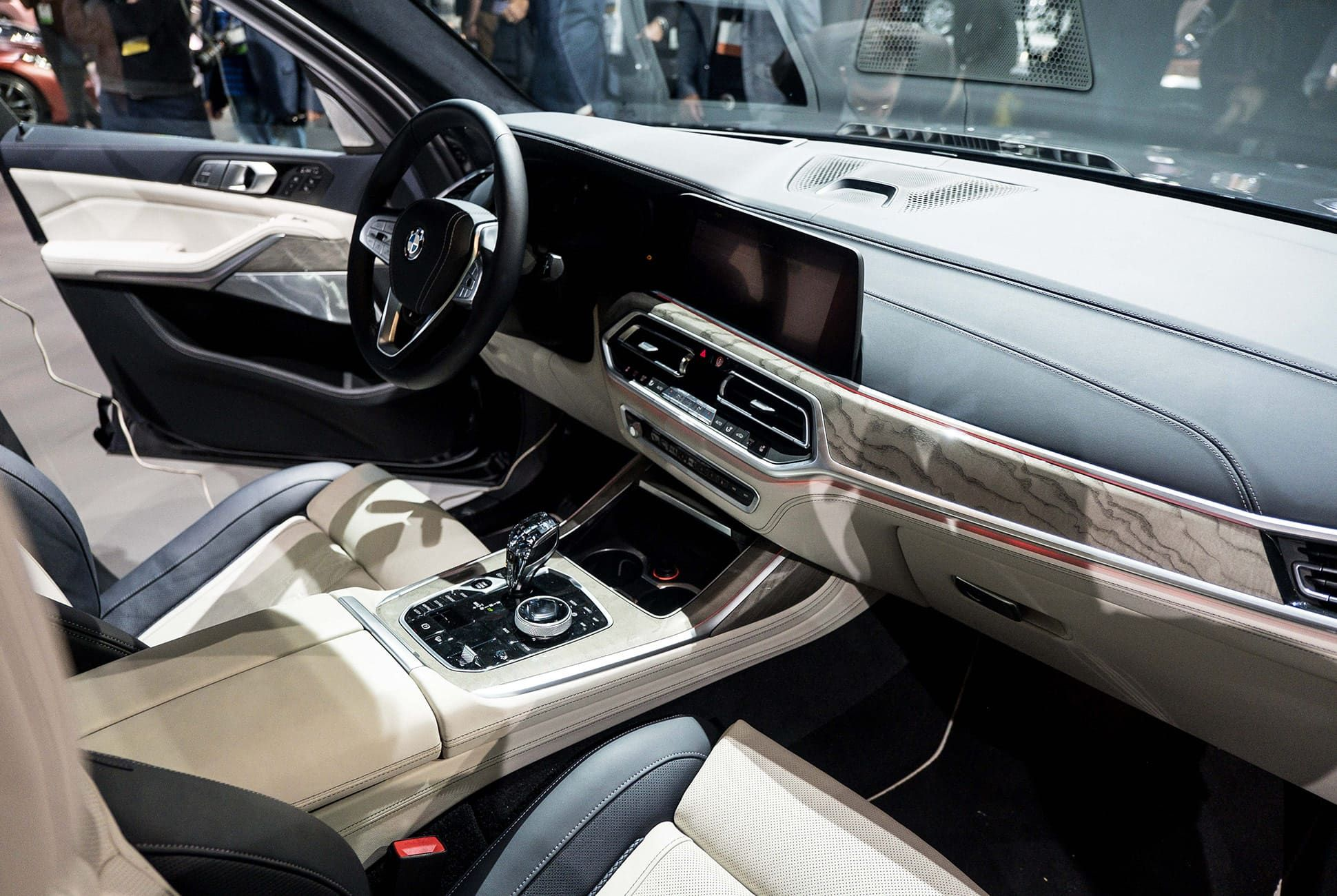 Top-10-LA-Auto-Show-Cars-gear-patrol-BMW-X7-slide-4