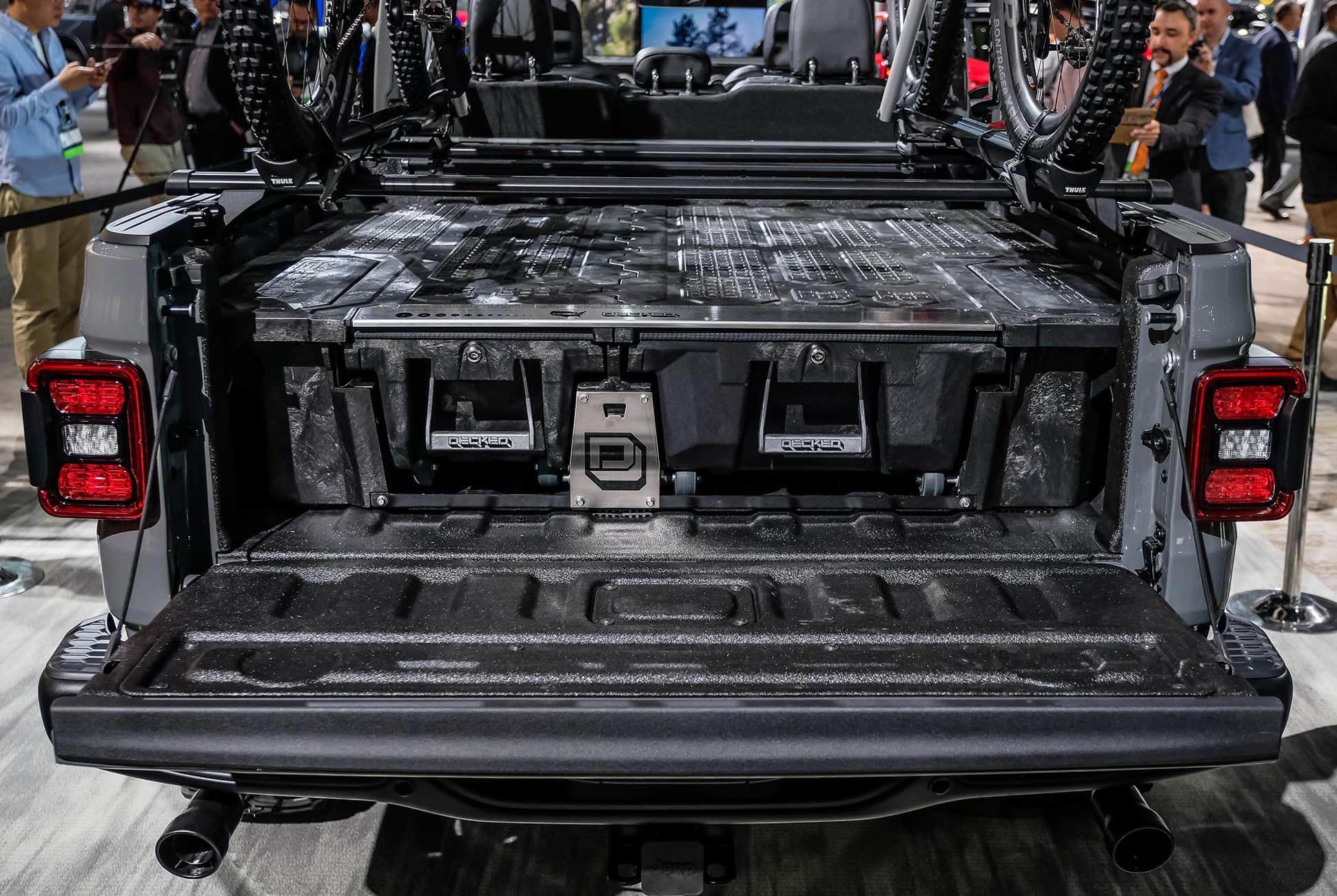 Top-10-LA-Auto-Show-Cars-gear-patrol-Jeep-Gladiator-slide-4