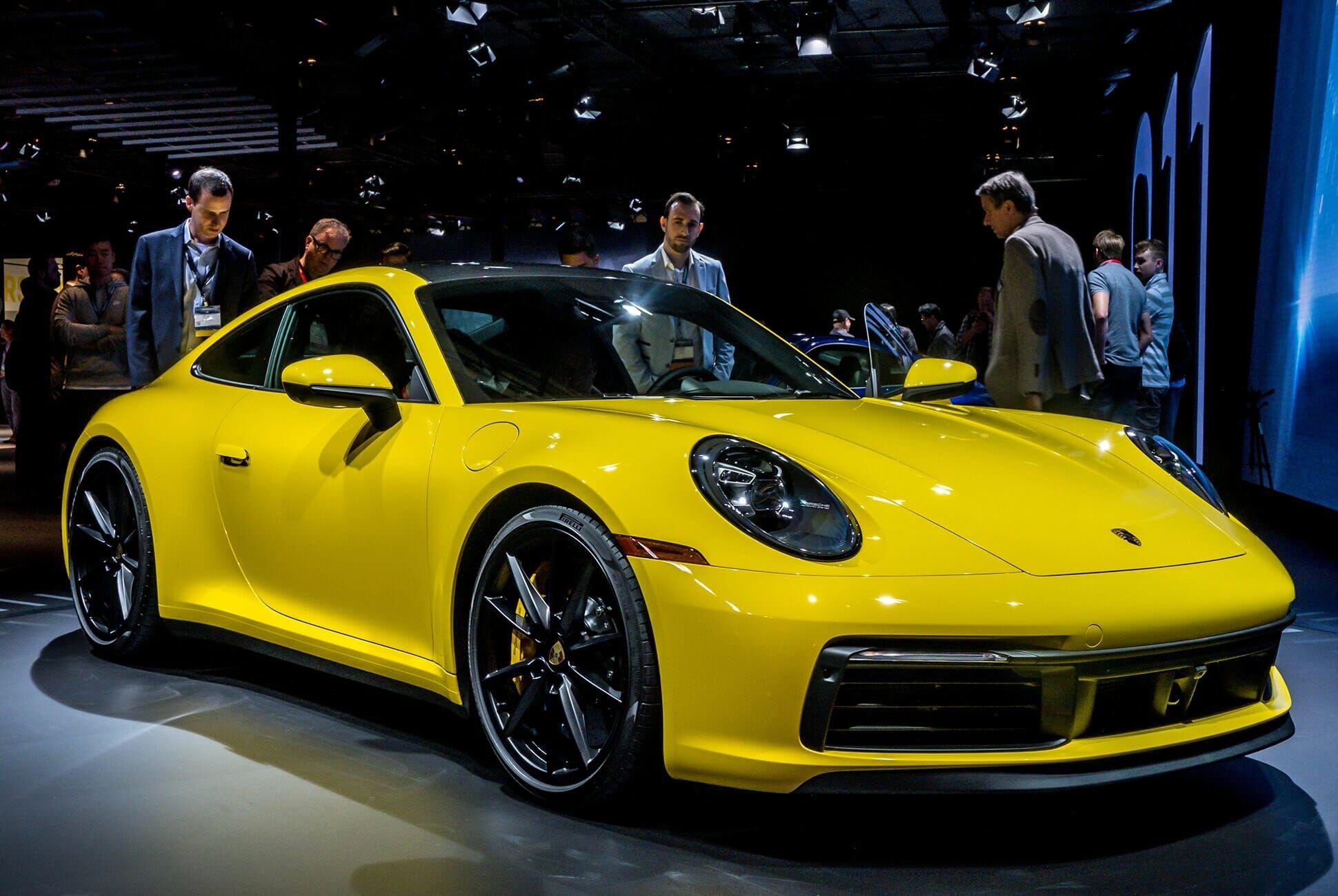 Top-10-LA-Auto-Show-Cars-gear-patrol-Porsche-911-992-slide-1