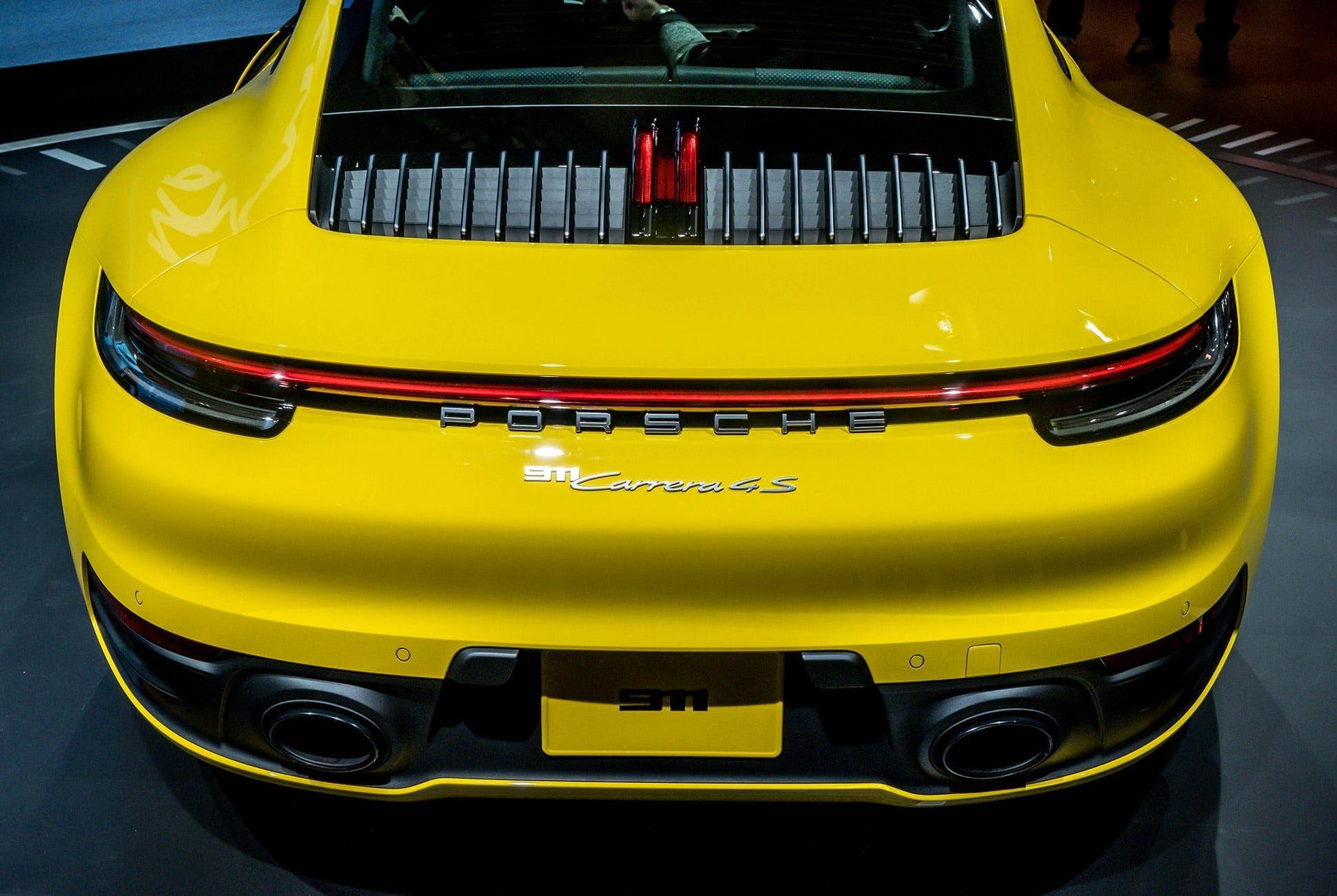 Top-10-LA-Auto-Show-Cars-gear-patrol-Porsche-911-992-slide-2