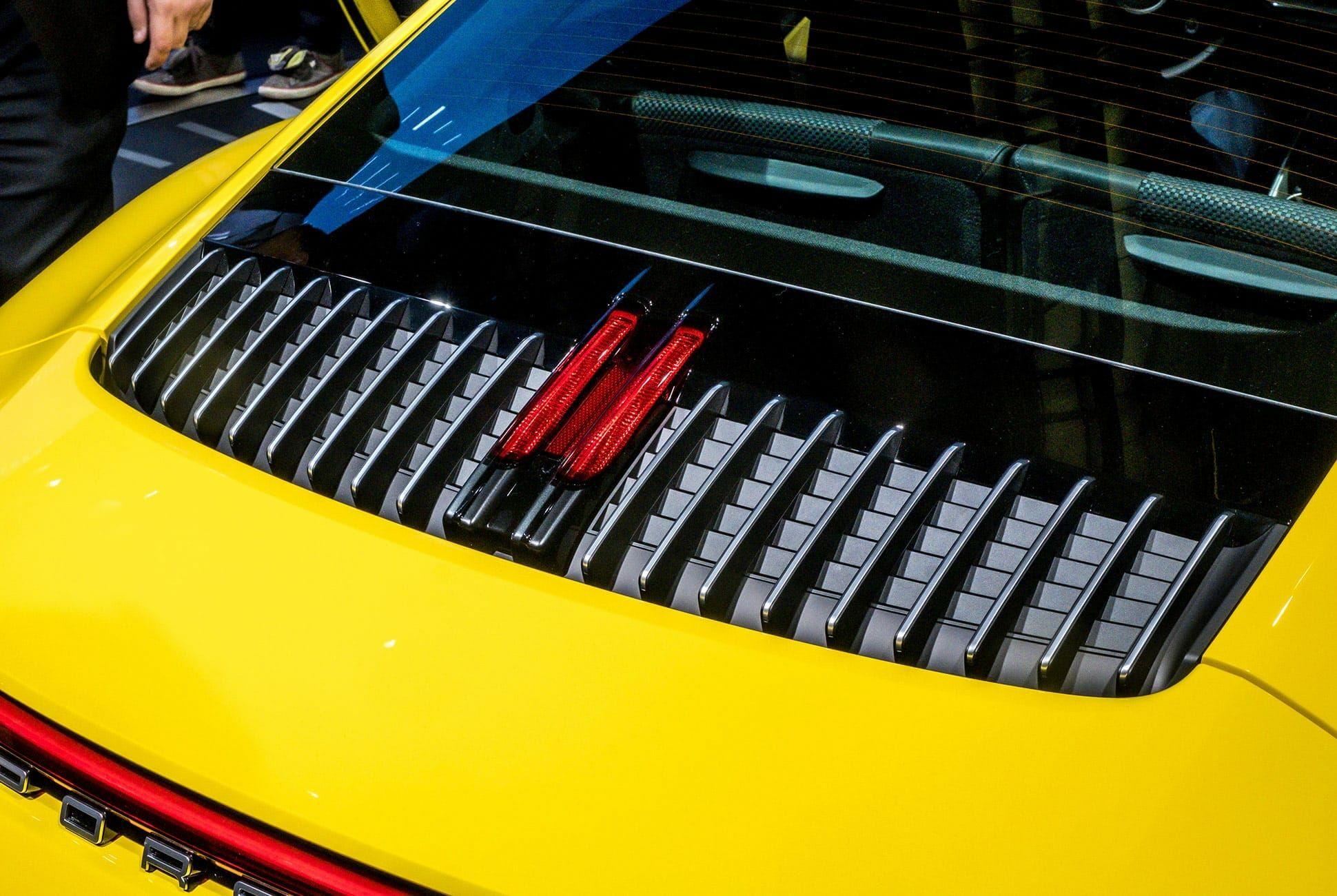 Top-10-LA-Auto-Show-Cars-gear-patrol-Porsche-911-992-slide-3