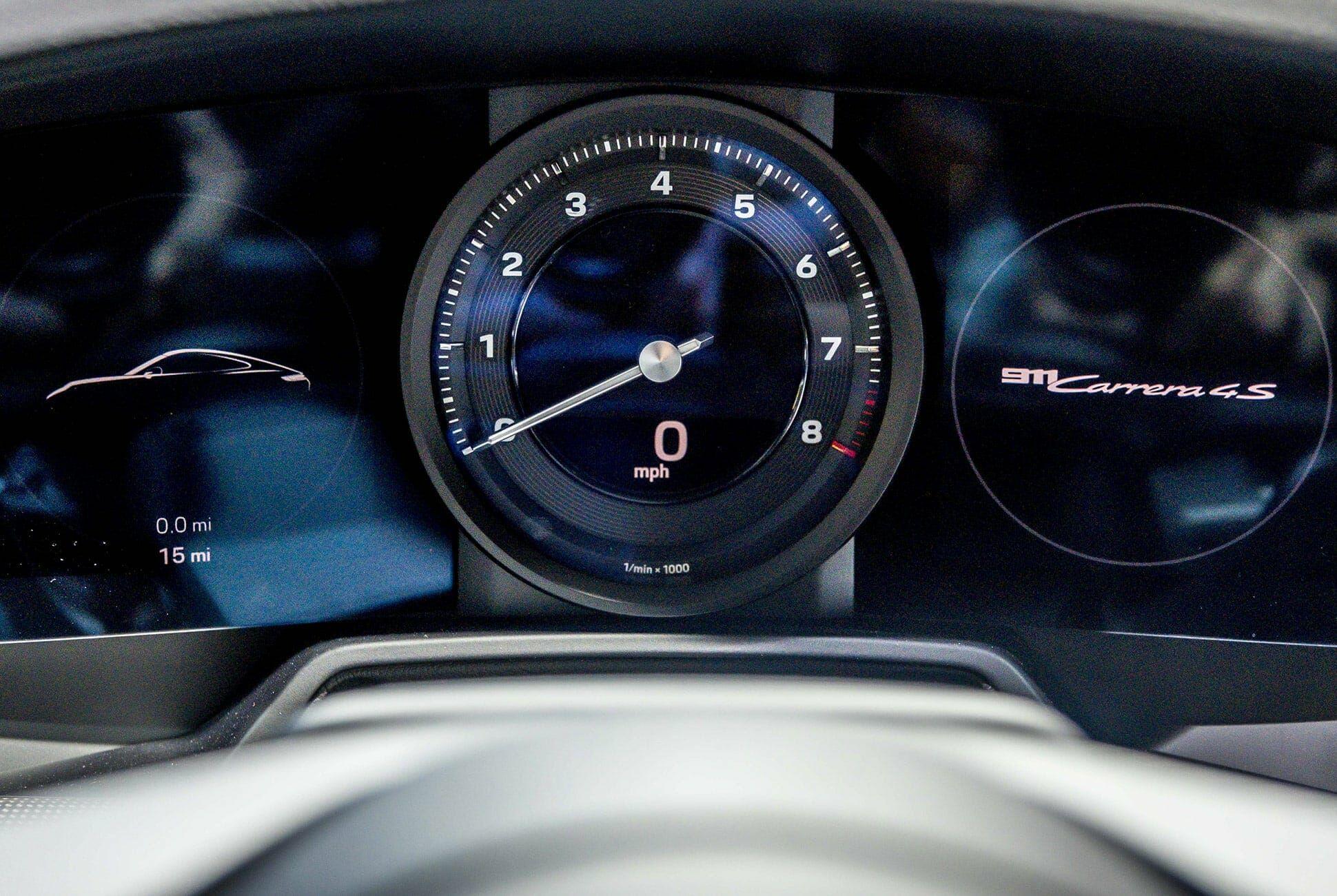 Top-10-LA-Auto-Show-Cars-gear-patrol-Porsche-911-992-slide-5
