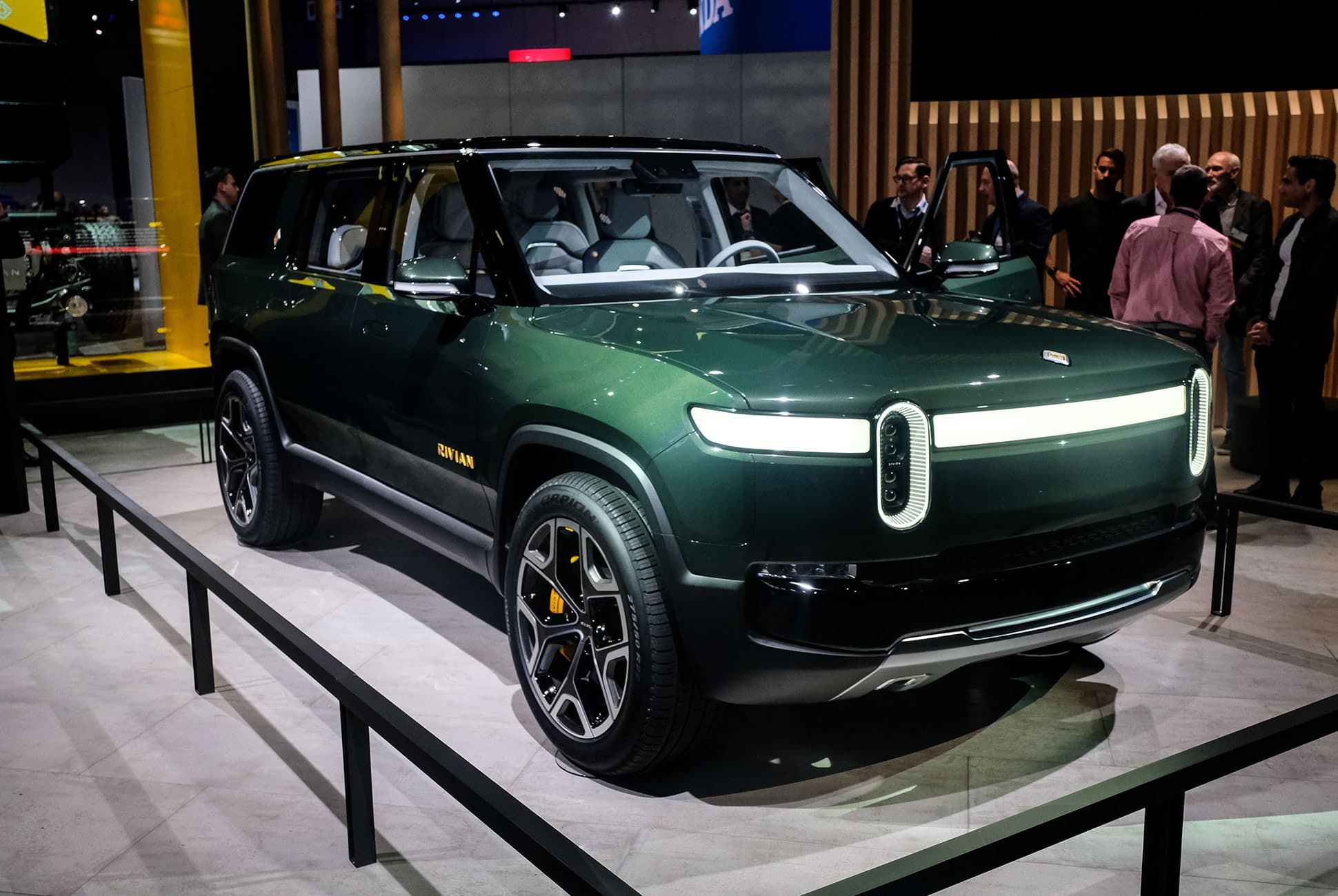 Top-10-LA-Auto-Show-Cars-gear-patrol-Rivian-R1T-R1S-slide-1