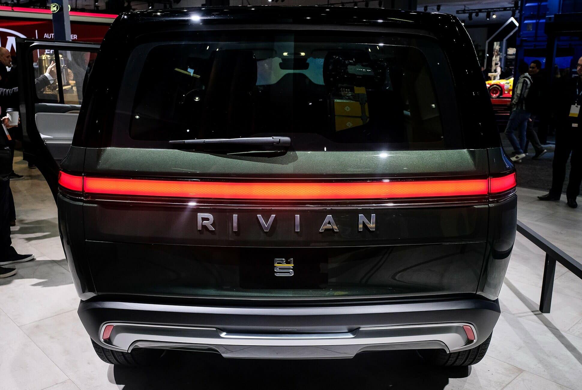Top-10-LA-Auto-Show-Cars-gear-patrol-Rivian-R1T-R1S-slide-2