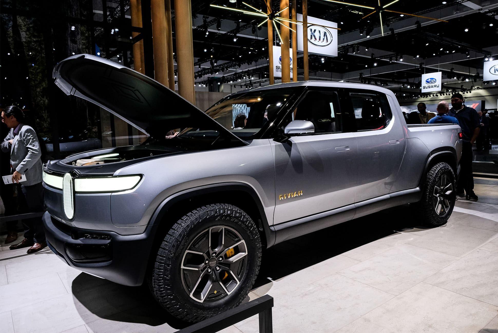 Top-10-LA-Auto-Show-Cars-gear-patrol-Rivian-R1T-R1S-slide-3