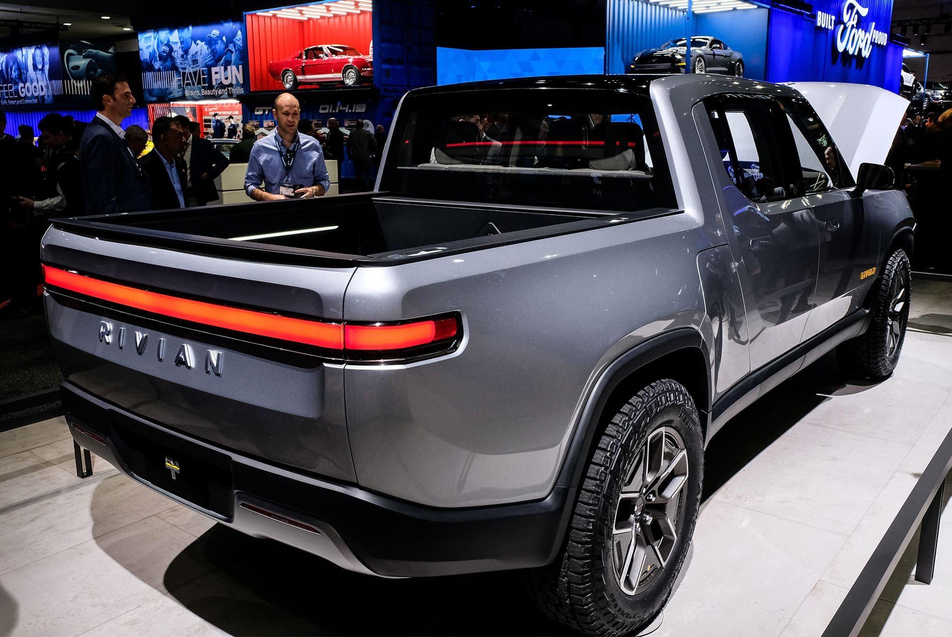 Top-10-LA-Auto-Show-Cars-gear-patrol-Rivian-R1T-R1S-slide-4