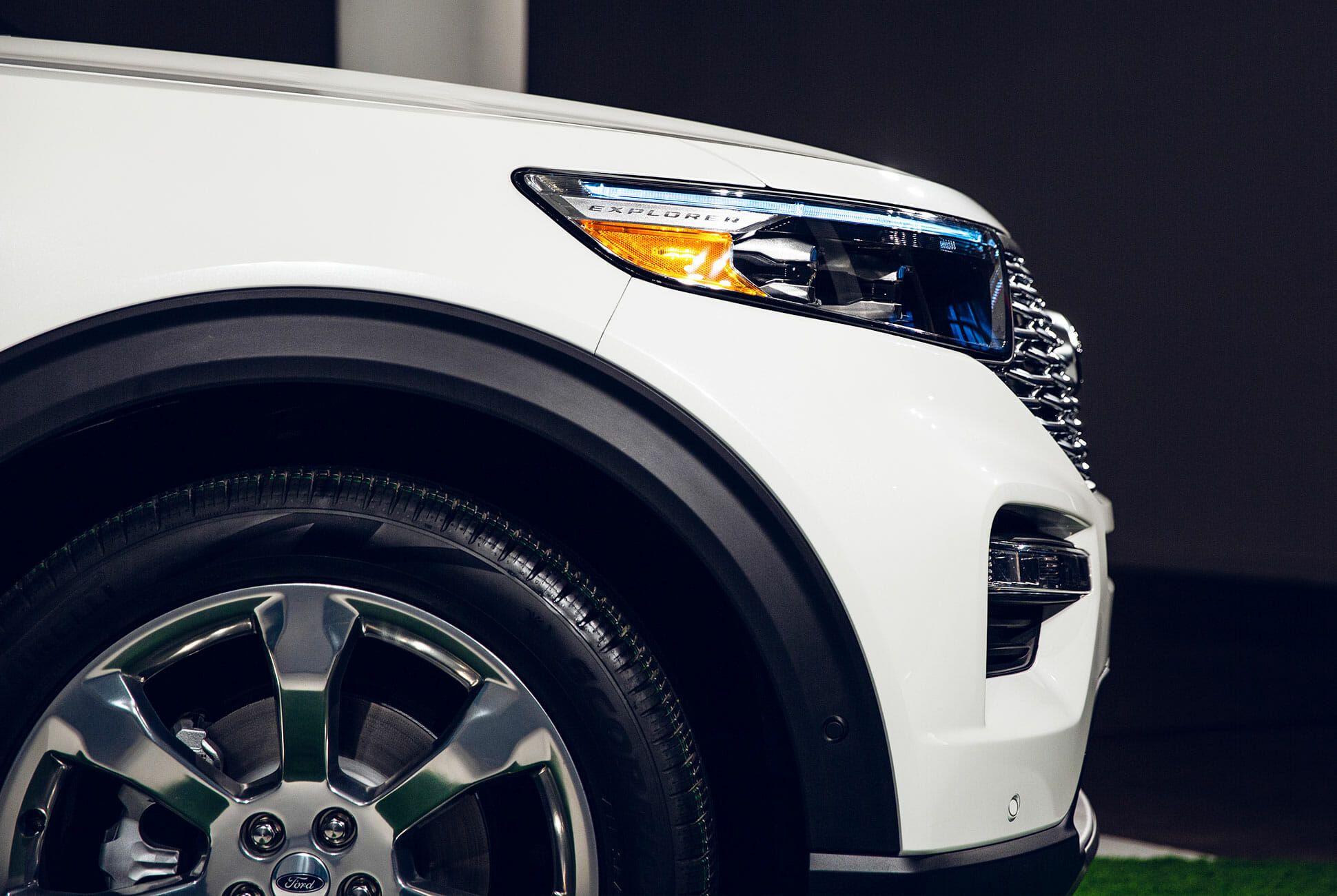 2020-Ford-Explorer-gear-patrol-slide-5