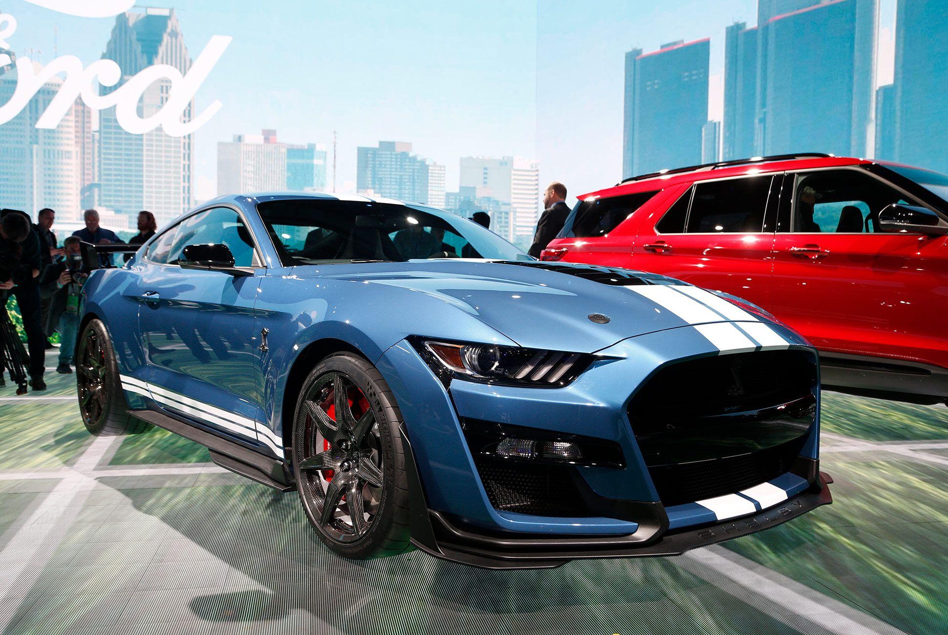 DAS-Best-Details-Gear-Patrol-GT500-Slide-1