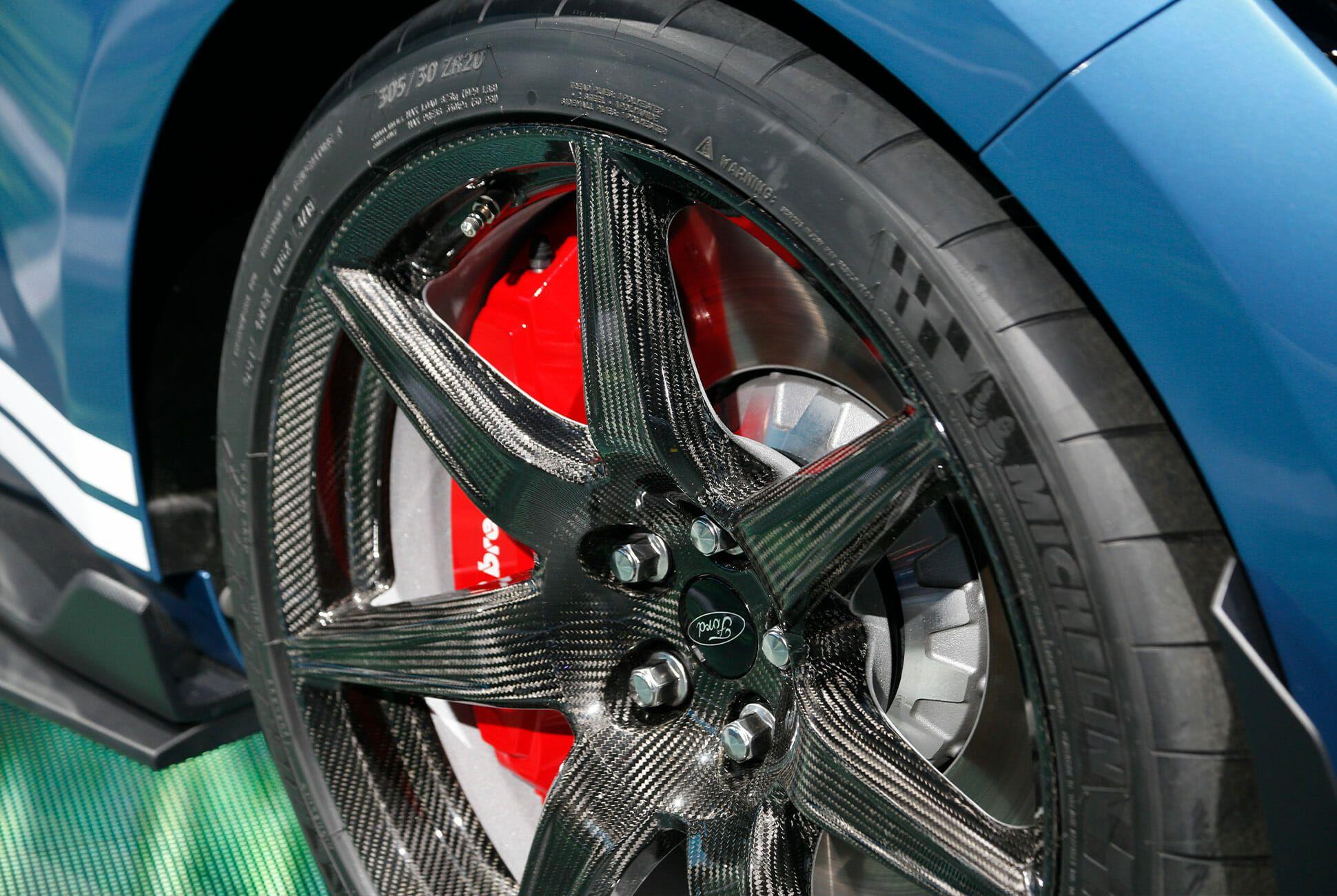 DAS-Best-Details-Gear-Patrol-GT500-Slide-2